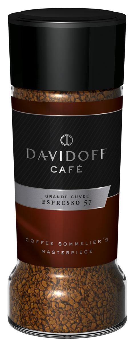 Davidoff 57 Espresso кофе растворимый, 100 г0120710Отборные зерна арабики африканских, латиноамериканских и тихоокеанских сортов соединили, обжарили до нужной кондиции, и вот уже Davidoff Cafe Espresso 57 ожидает вашего внимания. Название Espresso 57 отсылает к особому процессу обжарки зерен, в котором долговременная обработка сочетается с тщательным контролем за температурным режимом. Лишь мастера кофейного искусства могут гарантировать высочайшее качество, и эксперты Davidoff именно такие. Результат - насыщенный, изысканный, богатый во всех отношениях роскошный кофе эспрессо.