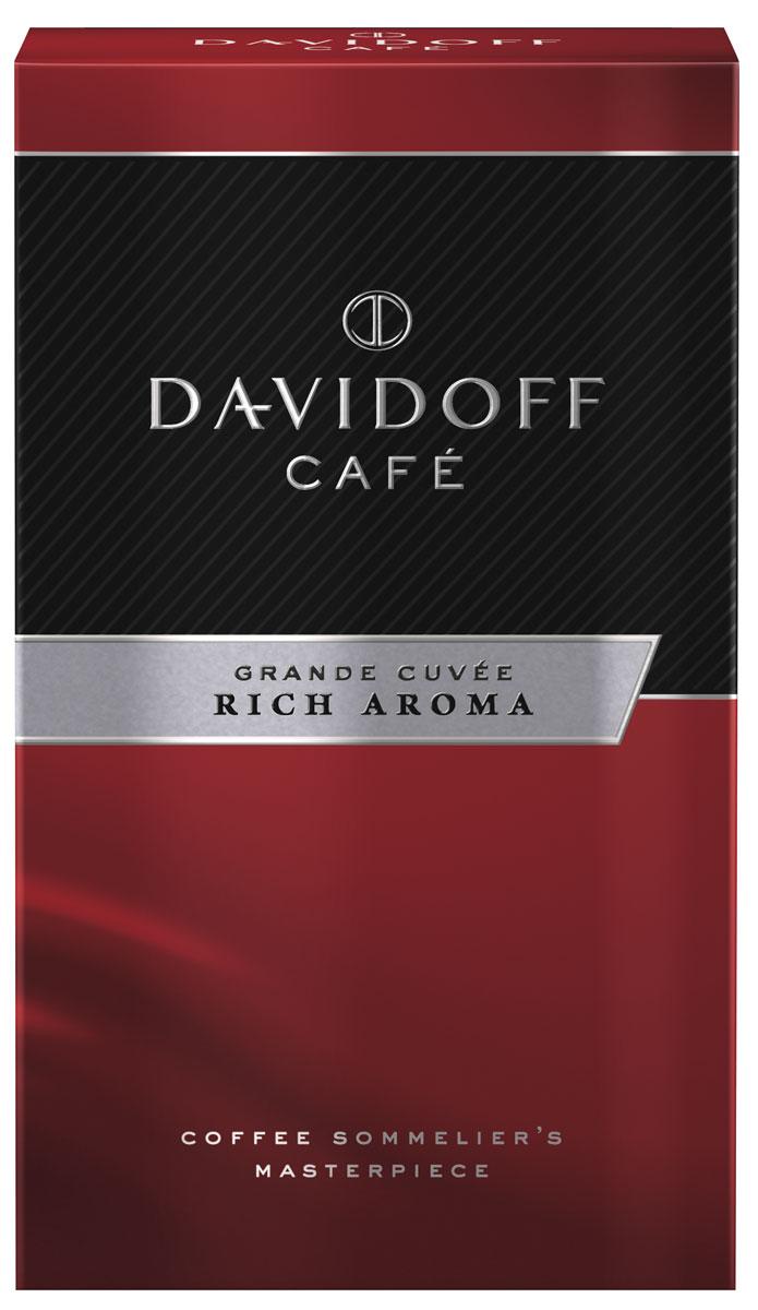 Davidoff Rich кофе молотый, 250 г0120710Кофе Davidoff Cafe Grande Cuvee- это истинный шедевр кофейного искусства, созданный сомелье Davidoff Cafe. Для создания этих совершенных кофейных композиций используются только специально отобранные зерна сорта Арабика. Безупречное качество этого кофе покорит самых искушенных ценителей. Davidoff Cafe Rich Aroma - это восхитительное сочетание насыщенного вкуса с элегантной кислинкой, дополненное пикантными, легкими фруктовыми нотками.