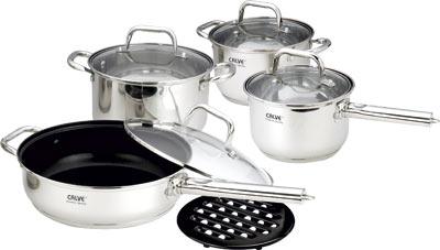 Набор кухонной посуды Calve, с подставкой, 9 предметов. CL-1821115510Набор Calve состоит из 2 кастрюль, сковороды, сотейника с крышками и бакелитовой подставки. Изделия изготовлены из высококачественной нержавеющей стали. Матовая полировка придает посуде безупречный внешний вид.Благодаря уникальной конструкции дна, тепло, проходя через металл, равномерно распределяется по стенкам посуды. Для приготовления пищи в такой посуде требуется минимальное количество масла, тем самым уменьшается риск потери витаминов и минералов в процессе термообработки продуктов. Крышки выполнены из жаростойкого прозрачного стекла и нержавеющей стали, оснащены ручкой и отверстием для выпуска пара. Такие крышки позволяют следить за процессом приготовления пищи без потери тепла. Они плотно прилегают к краю и сохраняют аромат блюд. Бакелитовая подставка позволит без опасения поставить кастрюлю на любую поверхность.Подходит для всех типов плит, включая индукционные. Можно мыть в посудомоечной машине.Объем кастрюль: 3,9 л и 2,9 лДиаметр кастрюль: 20 см и 18 см Объем сковороды: 3,1 л Диаметр сковороды: 24 см Объем сотейника: 2,1 л Диаметр сотейника: 16 см