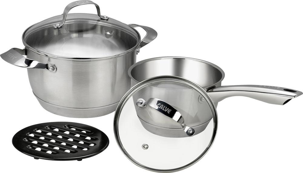 Набор кухонной посуды Calve, с подставкой, 5 предметов. CL-187354 009312Набор Calve состоит из кастрюли, сотейника с крышками и бакелитовой подставки. Изделия изготовлены из высококачественной нержавеющей стали. Матовая полировка придает посуде безупречный внешний вид.Благодаря уникальной конструкции дна, тепло, проходя через металл, равномерно распределяется по стенкам посуды. Для приготовления пищи в такой посуде требуется минимальное количество масла, тем самым уменьшается риск потери витаминов и минералов в процессе термообработки продуктов. Крышки выполнены из жаростойкого прозрачного стекла и нержавеющей стали, оснащены ручкой и отверстием для выпуска пара. Такие крышки позволяют следить за процессом приготовления пищи без потери тепла. Они плотно прилегают к краю и сохраняют аромат блюд. Бакелитовая подставка позволит без опасения поставить кастрюлю на любую поверхность.Подходит для всех типов плит, включая индукционные. Можно мыть в посудомоечной машине.Объем кастрюли: 5,2 лДиаметр кастрюли: 20 см Объем сотейника: 1,9 л Диаметр сотейника 16 см