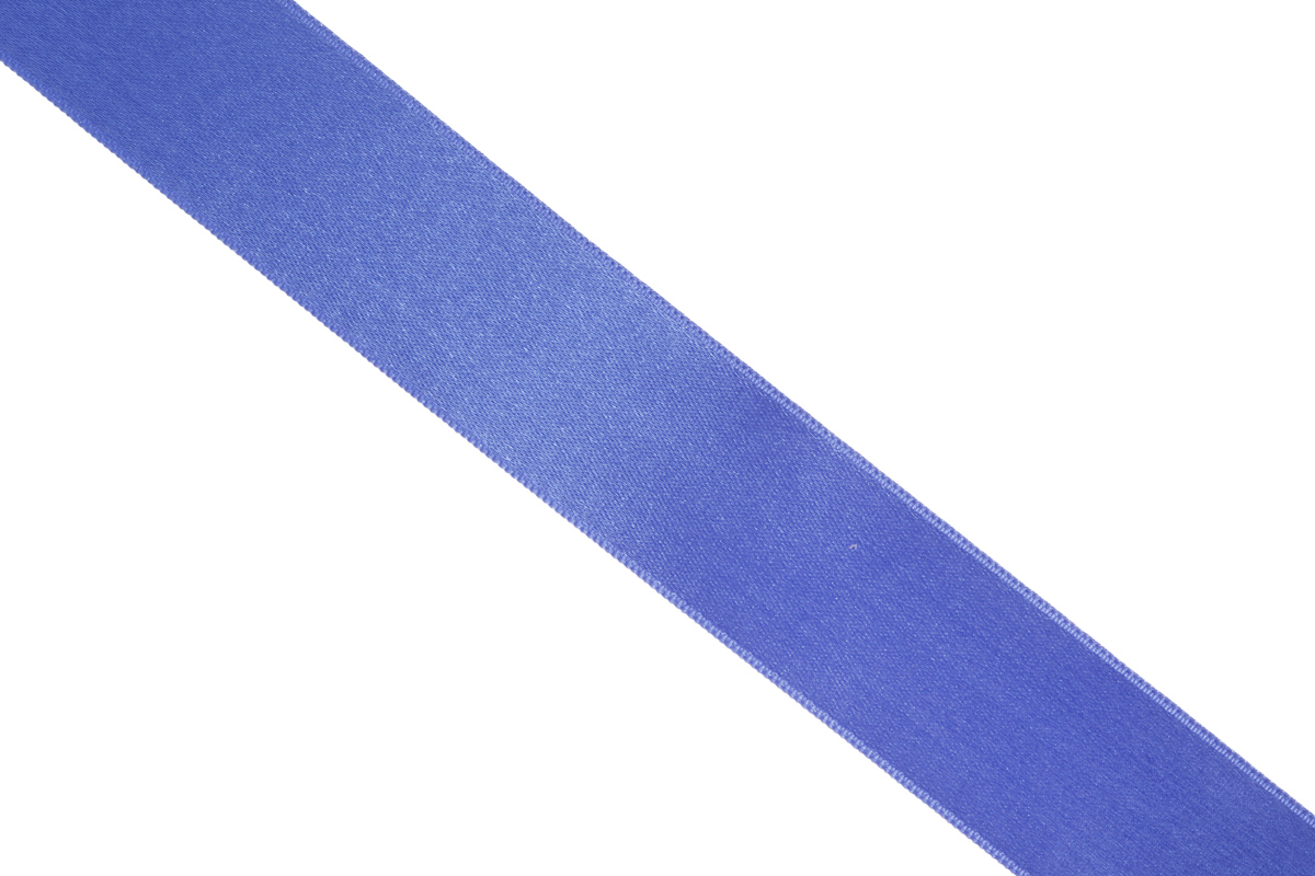 Лента атласная Prym, цвет: синий, ширина 25 мм, длина 25 мK100Атласная лента Prym изготовлена из 100% полиэстера. Область применения атласной ленты весьма широка. Изделие предназначено для оформления цветочных букетов, подарочных коробок, пакетов. Кроме того, она с успехом применяется для художественного оформления витрин, праздничного оформления помещений, изготовления искусственных цветов. Ее также можно использовать для творчества в различных техниках, таких как скрапбукинг, оформление аппликаций, для украшения фотоальбомов, подарков, конвертов, фоторамок, открыток и многого другого.Ширина ленты: 25 мм.Длина ленты: 25 м.