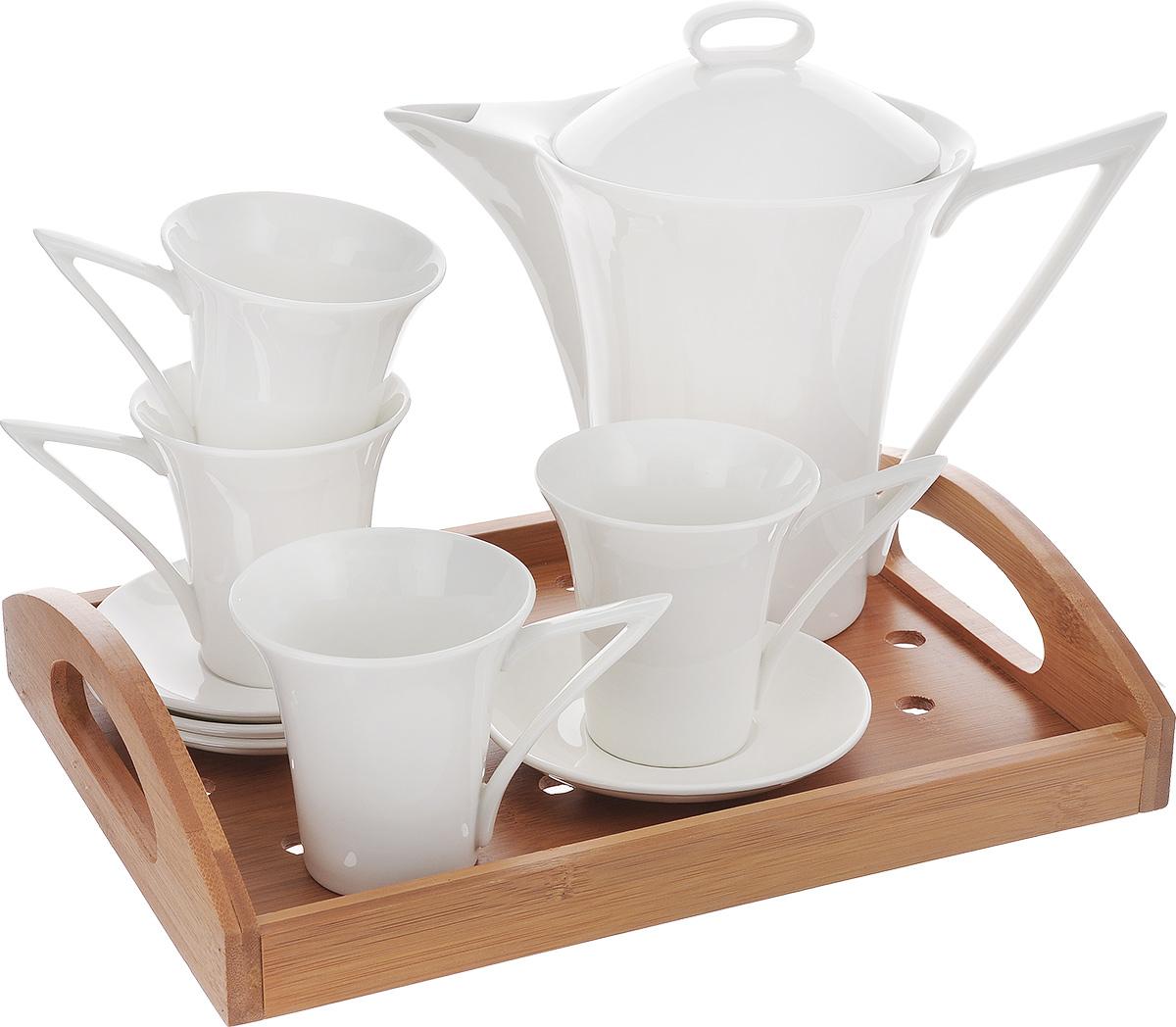 Набор чайный Augustin Welz, с подносом, 10 предметовVT-1520(SR)Набор для чая и кофе Augustin Welz состоит из заварочного чайника, 4 кружек и 4 блюдец. Заварочный чайник изготовлен из высококачественного фарфора, удобен в использовании для приготовления не только чая, но и кофе. Он быстро заваривает напиток, сохраняя его тонкий насыщенный аромат. Поднос из бамбука прямоугольной формы с легкостью уместит все предметы и поможет без труда перенести напитки.Функциональный и изящный набор стильного дизайна прекрасно украсит стол к чаепитию. Посуду можно использовать в микроволновой печи.Не рекомендуется мыть в посудомоечной машине. Размер подноса: 30 см х 22,5 см х 6,3 см. Диаметр блюдца: 12 см. Высота стенки блюдца: 1,7 см. Диаметр чашки (по верхнему краю): 8 см. Высота стенки чашки: 8,5 см. Объем чашки: 135 мл. Диаметр чайника (по верхнему краю): 11 см. Высота чайника (без учета крышки): 17,5 см. Объем чайника: 865 мл.