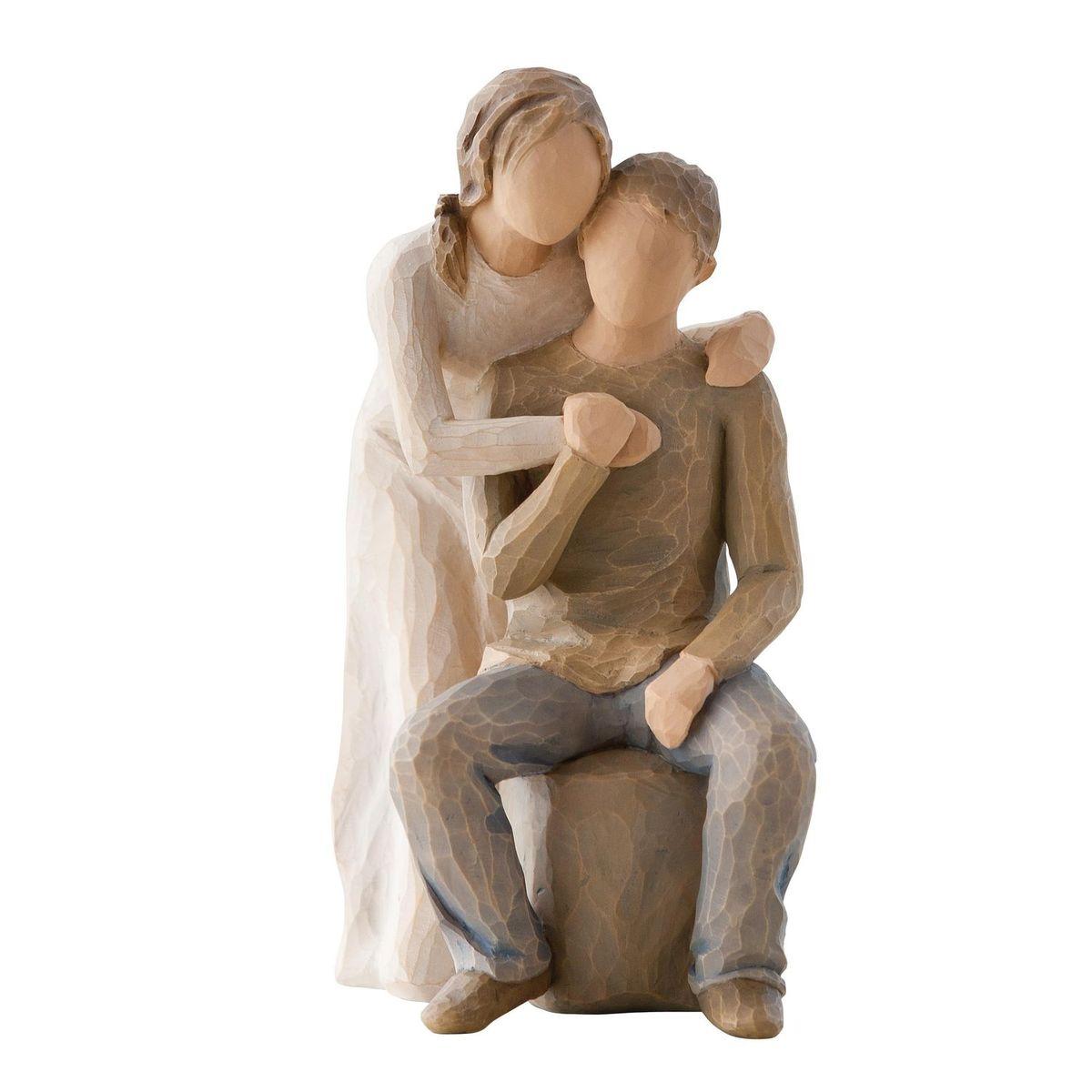 Фигурка декоративная Willow Tree Вы и я, высота 17 см26439Декоративная фигурка Willow Tree создана канадским скульптором Сьюзан Лорди. Фигурка выполнена из искусственного камня (49% карбонат кальция мелкозернистой разновидности, 51% искусственный камень).Фигурка Willow Tree – это настоящее произведение искусства, образная скульптура в миниатюре, изображающая эмоции и чувства, которые помогают чувствовать себя ближе к другим, верить в мечту, выражать любовь.Фигурка помещена в красивую упаковку.Купить такой оригинальный подарок, значит не только украсить интерьер помещения или жилой комнаты, но выразить свое глубокое отношение к любимому человеку. Этот прекрасный сувенир будет лучшим подарком на день ангела, именины, день рождения, юбилей.