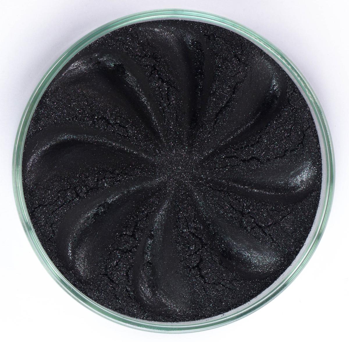 Era Minerals Минеральные Тени для век Jewel тон J35 (сияющий черный), 4 мл5010777139655Тени для век Jewel обеспечивают комплексное покрытие, своим сиянием напоминающее как глубину, так и лучезарный блеск драгоценного камня. Текстура теней содержит в себе цвет-основу с содержанием крошечных мерцающих частиц, превосходно сочетающихся с основным цветом.Сильные и яркие минеральные пигментыМожно наносить как влажным, так и сухим способомБез отдушек и содержания масел, для всех типов кожиДерматологически протестировано, не аллергенноНе тестировано на животныхВес нетто 1г (стандартный размер)