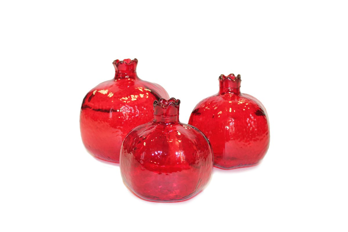 Фигура декоративная Proffi Home Гранат, цвет: красный, 3 штPH3303Декоративная фигурка Proffi Home Гранат изготовлена из стекла. Фигурка выполнена в виде граната. Она отлично подойдет для декоративного оформления вашего дома.