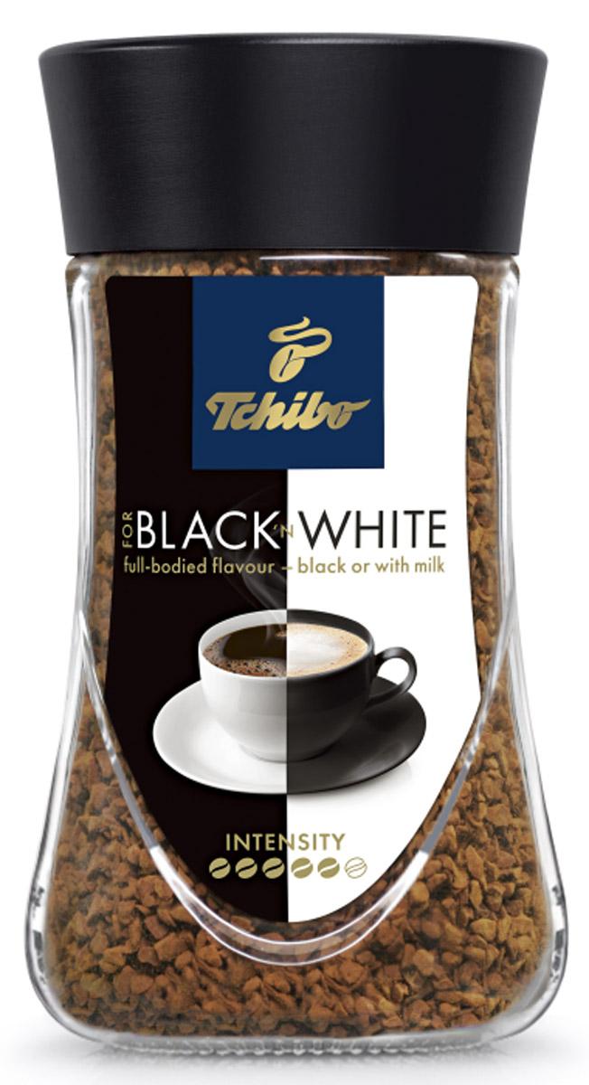 Tchibo Black and White кофе растворимый, 95 г0120710Кофе Tchibo For Blackn White одинаково хорош как для любителей черного кофе, так и для тех, ктопредпочитает кофе с молоком. Вкус кофе остается насыщенным, даже при добавлении молока. Наслаждайтесь кофе так, как любите именно вы.