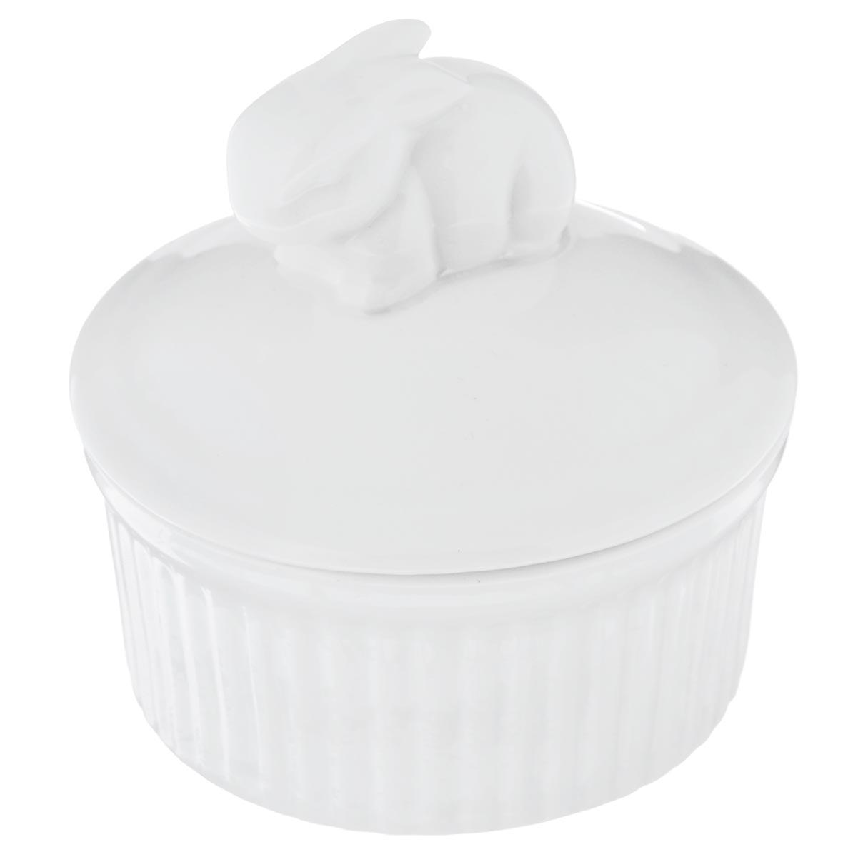 Горшок для запекания Walmer Rabbit, с крышкой, цвет: белый, диаметр 9 см391602Горшочек для запекания Walmer Rabbit круглой формы изготовлен из высококачественного фарфора и оснащен крышкой. Крышка изделия декорирована фигуркой в виде кролика. Горшочек подходит для запекания различных блюд. Может быть использовано для подачи запеченных и охлажденных блюд на стол.Такое изделие станет отличным дополнением к вашему кухонному инвентарю, а также украсит сервировку стола и подчеркнет прекрасный вкус хозяина. Можно использовать в микроволновой печи.Диаметр (по верхнему краю) : 9 см.Диаметр основания: 7,7 см. Высота (без учета крышки): 4,5 см.Объем: 120 мл.