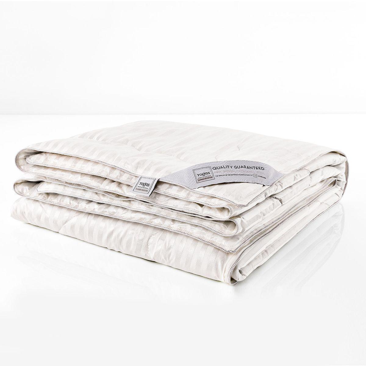 """Одеяло Роял верблюжья шерсть в шелке, 200 х 210 см. 20.04.17.0056531-105Сон под таким одеялом наполнен неземными ощущениями… Верблюжья шерсть удивительно легкая, что делает одеяло практически невесомыми, воздушными. Словно облако нежного тепла подхватывает Вас, расслабляя мыщцы, окутывая заботой, окружая непревзойденным комфортом… Верблюжья шерсть прочнее и легче других видов шерсти, имеет полую структуру, благодаря чему превосходно удерживает тепло и одновременно """"дышит"""". Свойства шелка, из которого сделан чехол одеяла, удивительны. Чистый шелк обладает антибактериальными и гипоаллергенными свойствами. Наполнитель из верблюжьей шерсти в сочетании с шелковым чехлом - это изысканный комфорт, окружающий Вас каждую ночь…"""