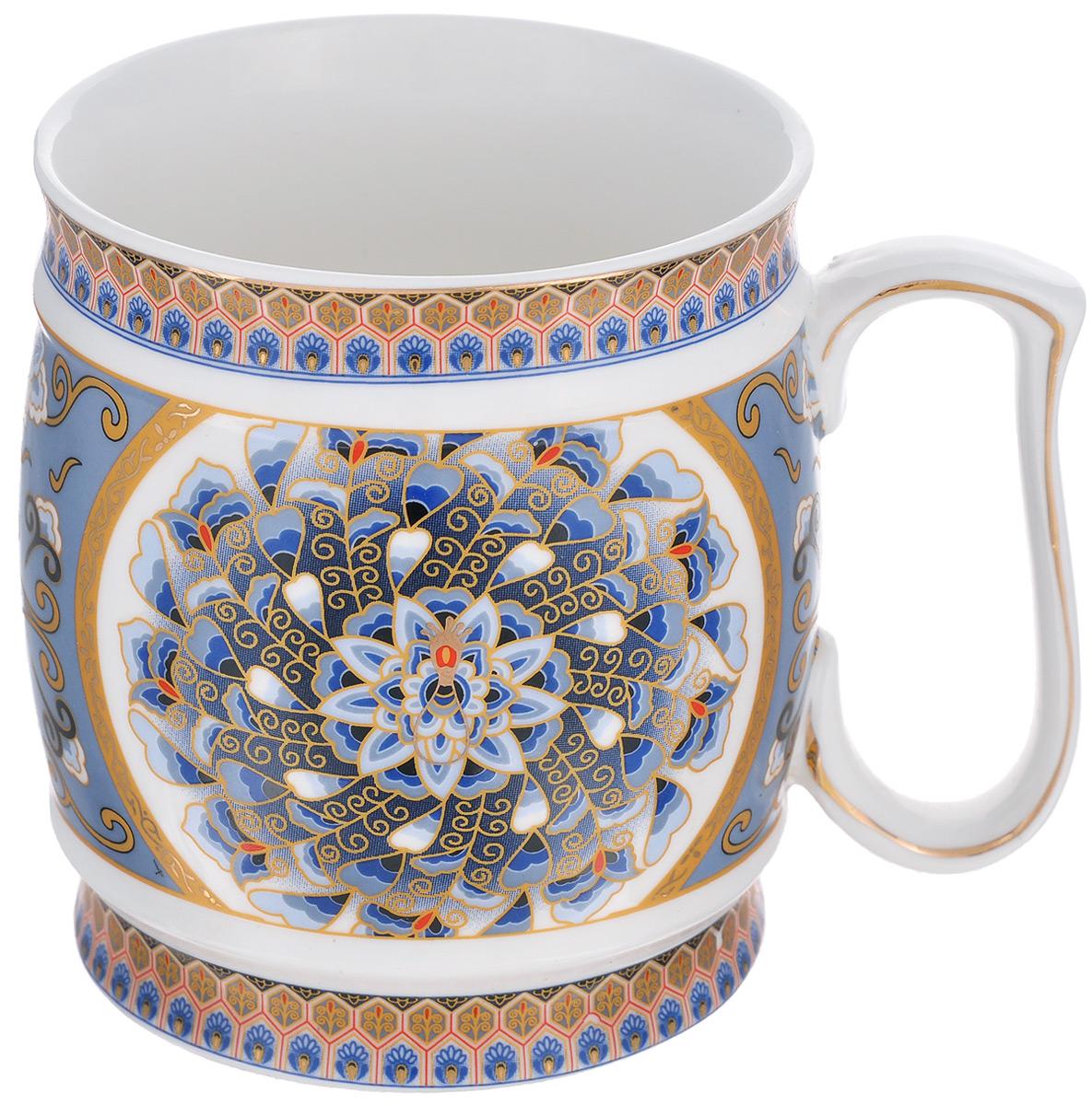 Кружка Elan Gallery Калейдоскоп, 550 мл115510Большая кружка Elan Gallery Калейдоскоп, выполненная из керамики, станет оригинальным подарком любимым мужчинам! Идеальна для тех, кто предпочитает большие кружки и для любителей чая, кофе и пенных напитков. Внешние стенки декорированы изысканным орнаментом и золотистой эмалью. Не рекомендуется применять абразивные моющие средства.Не использовать в микроволновой печи.