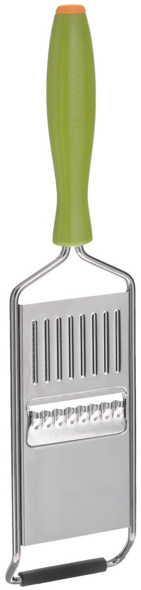 Терка для нарезки овощей решеткой Tescoma Presto Carving68/5/4Терка для нарезки овощей решеткой Tescoma Presto Carving предназначена для создания тонких рифленых решетчатых ломтиков из огурцов, моркови, редиса, картофеля и других овощей. Терка выполнена из нержавеющей стали, оснащена удобной пластмассовой ручкой. Основание снабжено нескользящей резиновой накладкой. Можно мыть в посудомоечной машине. Ширина лезвия: 5 см. Длина терки: 26 см.