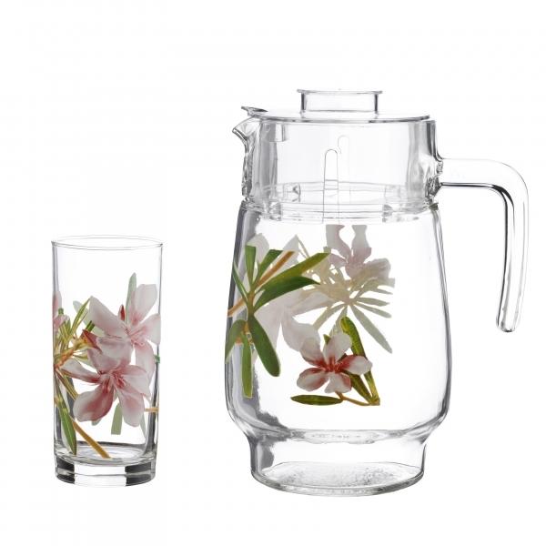 Набор питьевой Luminarc Freesia, 7 предметовVT-1520(SR)Питьевой набор Luminarc Freesia, состоит из 6 стаканов и кувшина с пластиковой крышкой. Изделия выполнены из высококачественного прочного стекла и декорированы красивым цветочным рисунком. Набор прекрасно подходит для сока, воды, лимонада и других напитков. Изделия устойчивы к повреждениям и истиранию, в процессе эксплуатации не впитывают запахи и сохраняют первоначальные краски. Можно мыть в посудомоечной машине. Объем кувшина: 1,6 л. Объем стакана: 300 мл.