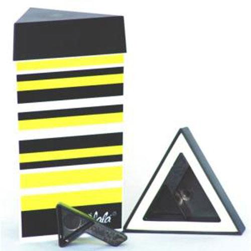 Контейнер для хранения Olala, цвет: черный, желтый, белый, 300 млАксион Т-33Треугольный контейнер Olala предназначен специально для хранения пищевых продуктов. Он выполнен из высококачественного пластика. Крышка легко и плотно закрывается. Контейнер устойчив к воздействию масел и жиров, легко моется. В комплекте прилагается мерная ложечка. Объем контейнера: 300 мл.Размер контейнера: 9 см х 9 см х 16 см.