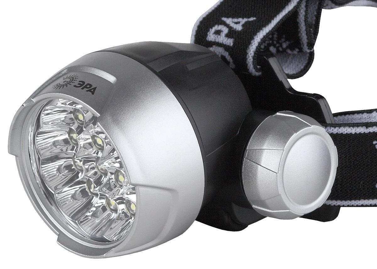 Фонарь налобный ЭРА G17, цвет: серебристый, черныйLH-3DСветодиодный налобный фонарь: 17 белых светодиодов NarrowBeam (суммарная мощность 3,5W, световой поток до 70Лм) 4 режима работы 3хААА (в комплект не входят). 63 лм