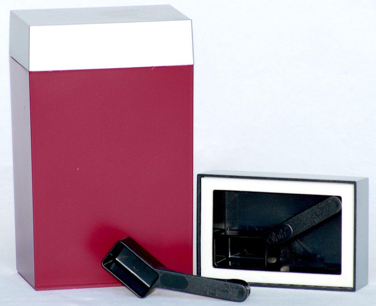 Контейнер для хранения Olala, цвет: рубиновый, серебристый, 600 мл. 300Аксион Т-33Прямоугольный контейнер Olala предназначен специально для хранения пищевых продуктов. Он выполнен из высококачественного пластика. Крышка легко и плотно закрывается. Контейнер устойчив к воздействию масел и жиров, легко моется. В комплекте прилагается мерная ложечка. Объем контейнера: 600 мл.Размер контейнера: 10 см х 6,5 см х 16,5 см.