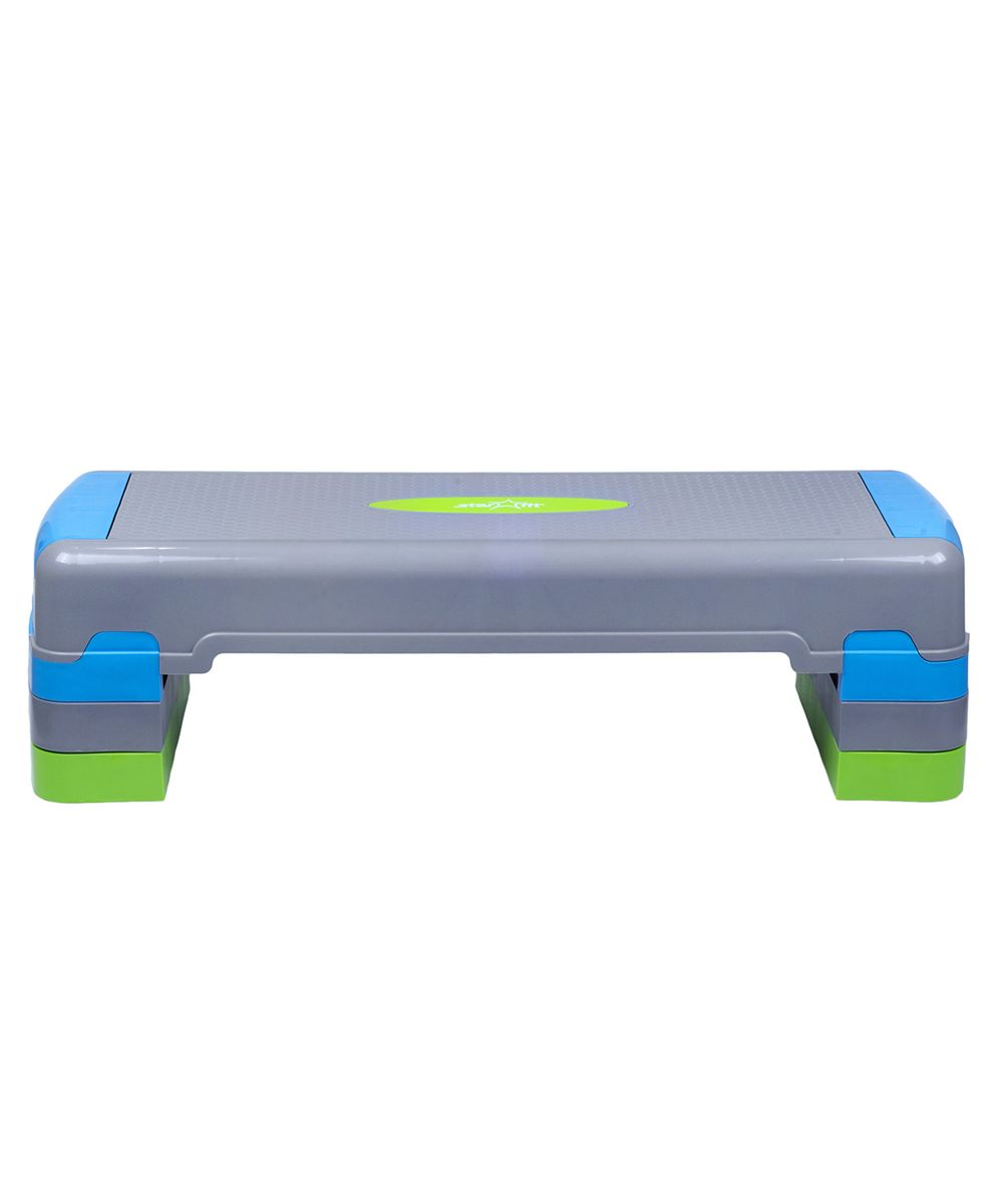 Степ-платформа Starfit SP-203, 3-уровневая, 90,5 х 32,5 х 20 смSF 0085Степ-платформа SP-203 предназначена для занятий аэробикой в фитнес-клубах, спортивных залах и для домашнего использования. С помощью тренажера можно оптимизировать нагрузку на мышцы ног и ягодиц, сделать мышцы тела подтянутыми и стройными. За счет высокоинтенсивной тренировки на степе, можно наладить работу сердечно-сосудистой системы. Степ-платформа один из самых популярных аксессуаров в фитнесе. Тренажер используют в функциональном тренинге, бодибилдинге, групповых программах. Количество уровней: 3. Высота платформы с уровнями: 20 см. Высота первого уровня: 10 см.