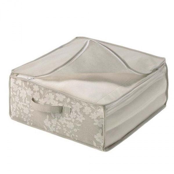 Чехол для пухового одеяла Voila Спринг, цвет: бежевый, 60 х 45 х 30 см718343_желтыйЛегкий чехол Voila Спринг выполнен из дышащего нетканого материала (полипропилен), оформленного красивым цветочным принтом. Чехол предназначен для хранения пухового одеяла. Изделие имеет прозрачное окно и две ручки по бокам для удобной переноски. Закрывается на молнию. В случае загрязнения материал можно протирать влажной салфеткой или тряпкой. Изделие защищает одеяло от пыли, моли, солнечных лучей и загрязнения, в то же время хорошо пропускает воздух. Чехол Voila Спринг надежно сохранит ваше одеяло. В нем также удобно хранить полотенца, постельное белье, одежду и другие вещи.