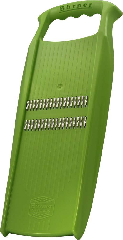 Терка для корейской моркови Borner Prima. Roko, цвет: салатовый3540606Терка для корейской моркови Borner Prima. Roko изготовлена из высококачественного пищевого пластика. Острые, заточенные с двух сторон лезвия выполнены из нержавеющей стали. Такая терка станет отличным помощником на вашей кухне, особенно для любителей моркови по-корейски. Виды нарезки: - Тонкая длинная соломка толщиной 1,6 мм из плотных овощей: морковь, дайкон, кабачок, свекла. Положите продукт вдоль терки и натирайте в одном направлении. - Тонкая короткая соломка. Для салатов из редиса, огурца, моркови, перца или овощей для пережарки. При нарезке держите продукт поперек терки и режьте в двух направлениях. - Мелкая крошка. Нарезка лука или капусты для пирожков, котлет, зраз, рулетов. Режьте в обоих направлениях. - Мелкая стружка. Натирание сыра для пасты или шоколада для присыпания тортов. Резать можно как в одном, так и в двух направлениях.