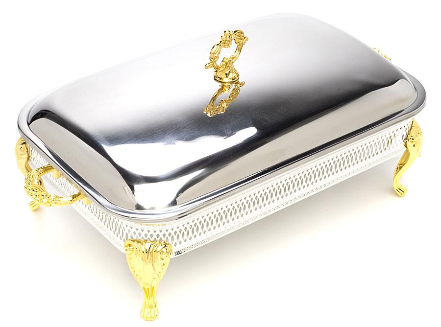 Мармит Marquis с подогревом, с крышкой. 3094-MRVT-1520(SR)Мармит Marquis прекрасно подойдет для приготовления пищи. Мармит представляет собой емкость из жаропрочного стекла, которая помещается на подставку, Подставка, украшенная перфорацией, оснащена четырьмя ножками, рельефными ручками и двумя подсвечниками для чайной свечи. Ножки и ручки изделия позолоченные. В такой посуде можно приготовить блюдо и, не перекладывая на другую тарелку, подать его на стол. Благодаря подогреву свечей, блюдо останется горячим. Изделие великолепно украсит праздничный стол и сохранит блюда теплыми надолго. Стеклянное блюдо (без крышки и подставки) можно использовать в микроволновой печи, духовке и мыть в посудомоечной машине. Нельзя использовать химикаты и металлические моющие средства. Мармит оснащен удобной металлической крышкой.Размер мармита: 38 см х 24 см.Высота стенки: 5 см. Размер подставки (ДхШхВ): 45 см х 25 см х 12 см. Диаметр подсвечника: 4,2 см.