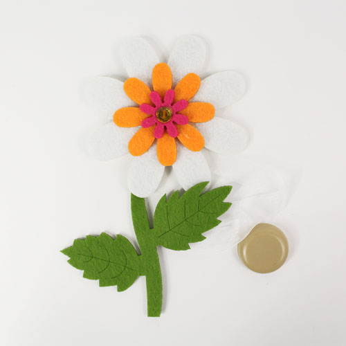 Клипса-магнит для штор Астра Цветок, цвет: зеленый, белый, 15 х 10 смRC-100BPCКлипса-магнит Астра Цветок, изготовленная из полиэстера и текстиля, предназначена для придания формы шторам. Изделие представляет собой два магнита, расположенные на разных концах текстильной ленты. Один из магнитов оформлен декоративным изображением цветка. С помощью такой магнитной клипсы можно зафиксировать портьеры, придать им требуемое положение, сделать складки симметричными или приблизить портьеры, скрепить их. Клипсы для штор являются универсальным изделием, которое превосходно подойдет как для штор в детской комнате, так и для штор в гостиной. Следует отметить, что клипсы для штор выполняют не только практическую функцию, но также являются одной из основных деталей декора этого изделия, которая придает шторам восхитительный, стильный внешний вид.Размер декоративного элемента: 15 см х 10 см х 1,5 см.Диаметр магнита: 2 см.Длина ленты: 31 см.