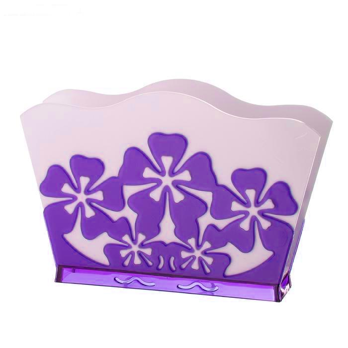 Салфетница Альтернатива Камелия, цвет: белый, фиолетовыйM1928Салфетница Альтернатива Камелия изготовлена из высококачественного пластика. Изделие оформлено рельефом в виде цветов. Такая салфетница прекрасно дополнит сервировку стола и станет практичным приобретением для вашей кухни.