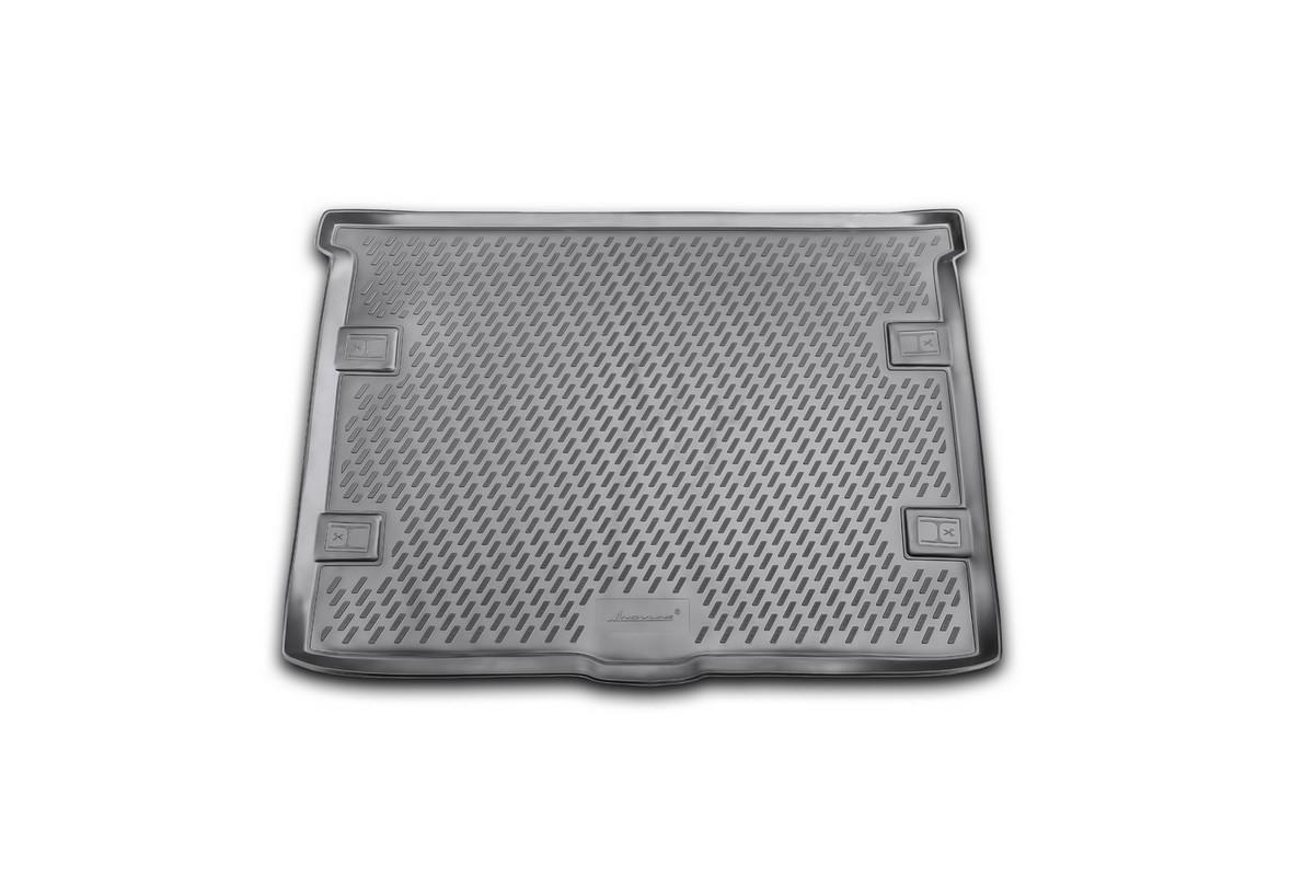 Коврик автомобильный Novline-Autofamily для Jeep Cherokee внедорожник 2008-, в багажникF0156110LAАвтомобильный коврик Novline-Autofamily, изготовленный из полиуретана, позволит вам без особых усилий содержать в чистоте багажный отсек вашего авто и при этом перевозить в нем абсолютно любые грузы. Этот модельный коврик идеально подойдет по размерам багажнику вашего автомобиля. Такой автомобильный коврик гарантированно защитит багажник от грязи, мусора и пыли, которые постоянно скапливаются в этом отсеке. А кроме того, поддон не пропускает влагу. Все это надолго убережет важную часть кузова от износа. Коврик в багажнике сильно упростит для вас уборку. Согласитесь, гораздо проще достать и почистить один коврик, нежели весь багажный отсек. Тем более, что поддон достаточно просто вынимается и вставляется обратно. Мыть коврик для багажника из полиуретана можно любыми чистящими средствами или просто водой. При этом много времени у вас уборка не отнимет, ведь полиуретан устойчив к загрязнениям.Если вам приходится перевозить в багажнике тяжелые грузы, за сохранность коврика можете не беспокоиться. Он сделан из прочного материала, который не деформируется при механических нагрузках и устойчив даже к экстремальным температурам. А кроме того, коврик для багажника надежно фиксируется и не сдвигается во время поездки, что является дополнительной гарантией сохранности вашего багажа.Коврик имеет форму и размеры, соответствующие модели данного автомобиля.