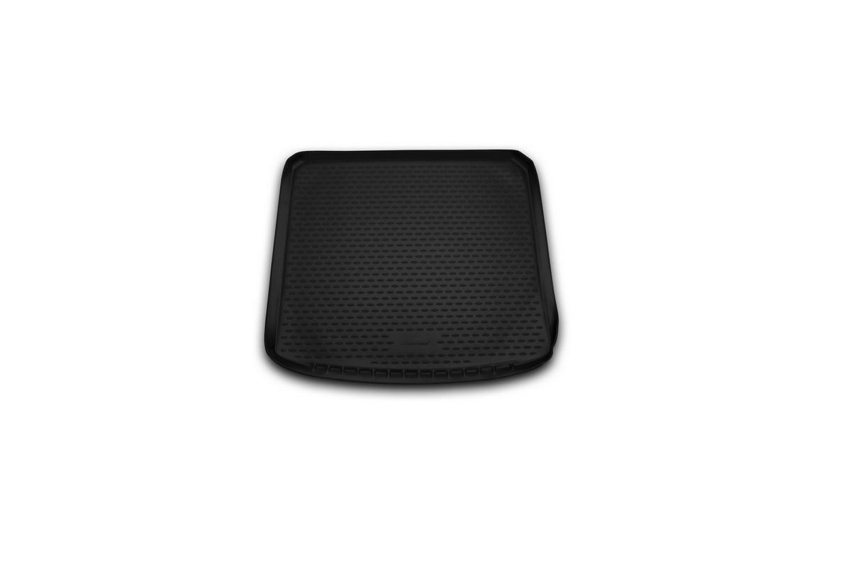 Коврик в багажник без органайзера NISSAN X-Trail (T31) XE, 2011-02/2015 кросс. (полиуретан)21395599Автомобильный коврик в багажник позволит вам без особых усилий содержать в чистоте багажный отсек вашего авто и при этом перевозить в нем абсолютно любые грузы. Этот модельный коврик идеально подойдет по размерам багажнику вашего авто. Такой автомобильный коврик гарантированно защитит багажник вашего автомобиля от грязи, мусора и пыли, которые постоянно скапливаются в этом отсеке. А кроме того, поддон не пропускает влагу. Все это надолго убережет важную часть кузова от износа. Коврик в багажнике сильно упростит для вас уборку. Согласитесь, гораздо проще достать и почистить один коврик, нежели весь багажный отсек. Тем более, что поддон достаточно просто вынимается и вставляется обратно. Мыть коврик для багажника из полиуретана можно любыми чистящими средствами или просто водой. При этом много времени у вас уборка не отнимет, ведь полиуретан устойчив к загрязнениям.Если вам приходится перевозить в багажнике тяжелые грузы, за сохранность автоковрика можете не беспокоиться. Он сделан из прочного материала, который не деформируется при механических нагрузках и устойчив даже к экстремальным температурам. А кроме того, коврик для багажника надежно фиксируется и не сдвигается во время поездки — это дополнительная гарантия сохранности вашего багажа.