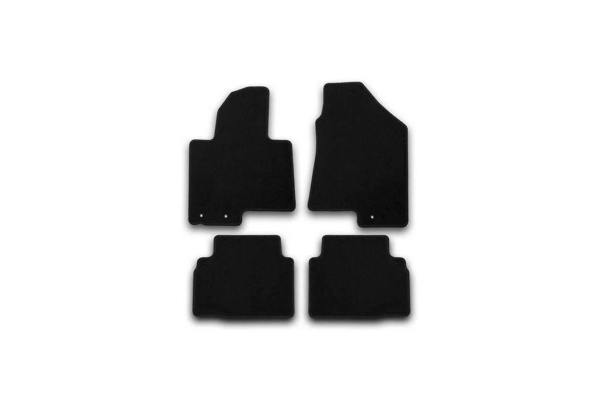 Набор автомобильных ковриков Klever для Hyundai IX35 2010-, кроссовер, в салон, 4 штВетерок 2ГФНабор автомобильных ковриков Klever, изготовленный из текстиля, состоит из 4 ковриков, которые учитывают все особенности каждой модели автомобиля и полностью повторяют контуры пола. Текстильные автомобильные коврики для салона произведены из высококачественного материала, который держит форму, прочный и не пачкает обувь. Коврики в салон не только улучшат внешний вид салона вашего автомобиля, но и надежно уберегут его от пыли, грязи и сырости, а значит, защитят кузов от коррозии. Текстильные коврики для автомобиля мягкие и приятные, а их основа из вспененного полиуретана не пропускает влагу. Ковры для автомобилей надежно крепятся на полу и не скользят, что очень важно во время движения. Чистятся коврики очень просто: как при помощи автомобильного пылесоса, так и различными моющими средствами. Набор подходит для Hyundai IX35 кроссовер с 2010 года выпуска.