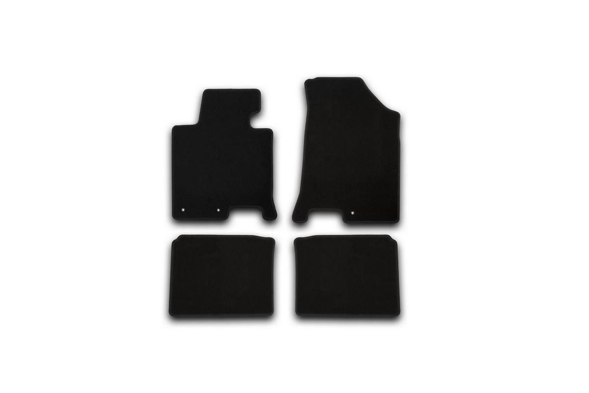Набор автомобильных ковриков Klever для Hyundai i40 АКПП 2012-, седан, в салон, 4 шт. KVR01204701200kАксион Т-33Набор автомобильных ковриков Klever, изготовленный из текстиля, состоит из 4 ковриков, которые учитывают все особенности каждой модели автомобиля и полностью повторяют контуры пола. Текстильные автомобильные коврики для салона произведены из высококачественного материала, который держит форму, прочный и не пачкает обувь. Коврики в салон не только улучшат внешний вид салона вашего автомобиля, но и надежно уберегут его от пыли, грязи и сырости, а значит, защитят кузов от коррозии. Текстильные коврики для автомобиля мягкие и приятные, а их основа из вспененного полиуретана не пропускает влагу. Ковры для автомобилей надежно крепятся на полу и не скользят, что очень важно во время движения. Чистятся коврики очень просто: как при помощи автомобильного пылесоса, так и различными моющими средствами. Набор подходит для Hyundai i40 АКПП седан с 2012 года выпуска.