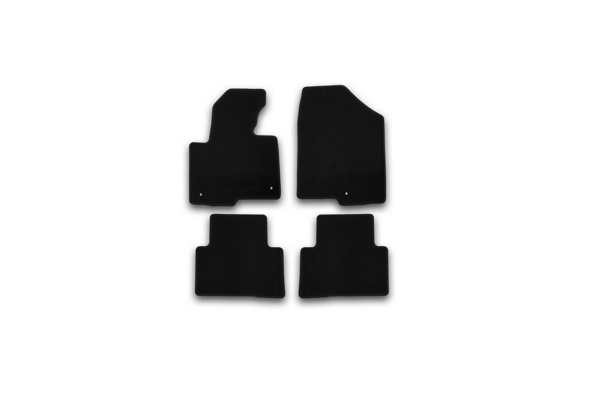 Набор автомобильных ковриков Klever для Hyundai Santa Fe АКПП 2012-, кроссовер, в салон, 4 шт. KVR01205401200kNLC.63.04.210Набор автомобильных ковриков Klever, изготовленный из текстиля, состоит из 4 ковриков, которые учитывают все особенности каждой модели автомобиля и полностью повторяют контуры пола. Текстильные автомобильные коврики для салона произведены из высококачественного материала, который держит форму, прочный и не пачкает обувь. Коврики в салон не только улучшат внешний вид салона вашего автомобиля, но и надежно уберегут его от пыли, грязи и сырости, а значит, защитят кузов от коррозии. Текстильные коврики для автомобиля мягкие и приятные, а их основа из вспененного полиуретана не пропускает влагу. Ковры для автомобилей надежно крепятся на полу и не скользят, что очень важно во время движения. Чистятся коврики очень просто: как при помощи автомобильного пылесоса, так и различными моющими средствами. Набор подходит для Hyundai Santa Fe АКПП кроссовер с 2012 года выпуска.