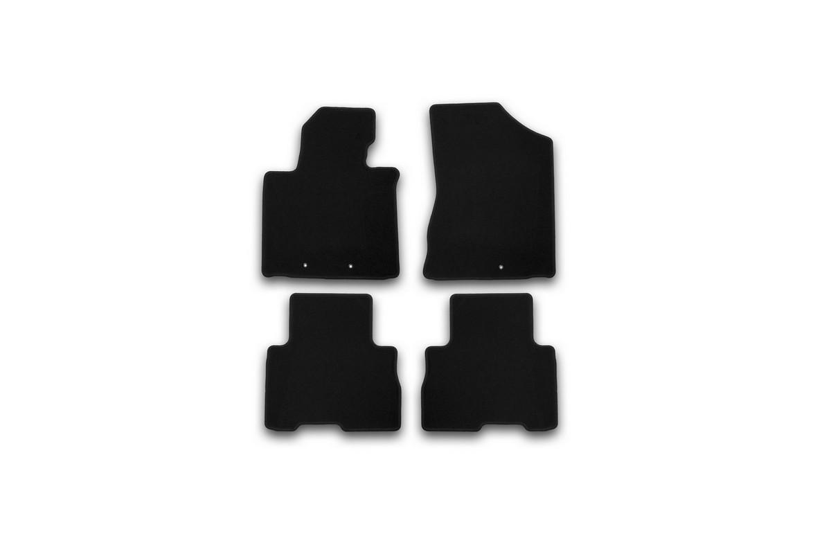 Набор автомобильных ковриков Klever для Kia Sorento АКПП 2012-, внедорожник, в салон, 4 шт. KVR01254701200kKVR01254701200kНабор автомобильных ковриков Klever, изготовленный из текстиля, состоит из 4 ковриков, которые учитывают все особенности каждой модели автомобиля и полностью повторяют контуры пола. Текстильные автомобильные коврики для салона произведены из высококачественного материала, который держит форму, прочный и не пачкает обувь. Коврики в салон не только улучшат внешний вид салона вашего автомобиля, но и надежно уберегут его от пыли, грязи и сырости, а значит, защитят кузов от коррозии. Текстильные коврики для автомобиля мягкие и приятные, а их основа из вспененного полиуретана не пропускает влагу. Ковры для автомобилей надежно крепятся на полу и не скользят, что очень важно во время движения. Чистятся коврики очень просто: как при помощи автомобильного пылесоса, так и различными моющими средствами. Набор подходит для Kia Sorento АКПП внедорожник с 2012 года выпуска.