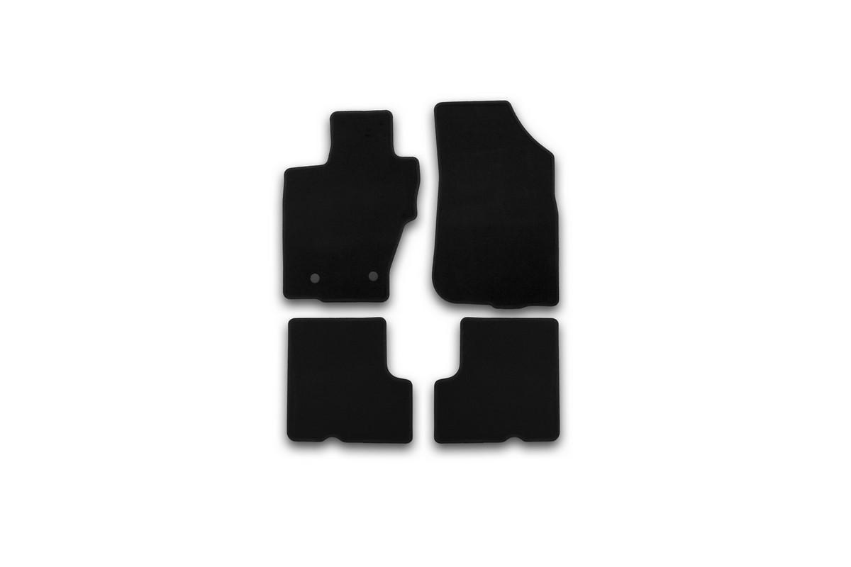 Набор автомобильных ковриков Klever для Nissan Terrano 2014-, кроссовер, в салон, 4 шт. KVR01365501200kВетерок 2ГФНабор автомобильных ковриков Klever, изготовленный из текстиля, состоит из 4 ковриков, которые учитывают все особенности каждой модели автомобиля и полностью повторяют контуры пола. Текстильные автомобильные коврики для салона произведены из высококачественного материала, который держит форму, прочный и не пачкает обувь. Коврики в салон не только улучшат внешний вид салона вашего автомобиля, но и надежно уберегут его от пыли, грязи и сырости, а значит, защитят кузов от коррозии. Текстильные коврики для автомобиля мягкие и приятные, а их основа из вспененного полиуретана не пропускает влагу. Ковры для автомобилей надежно крепятся на полу и не скользят, что очень важно во время движения. Чистятся коврики очень просто: как при помощи автомобильного пылесоса, так и различными моющими средствами. Набор подходит для Nissan Terrano кроссовер с 2014 года выпуска.