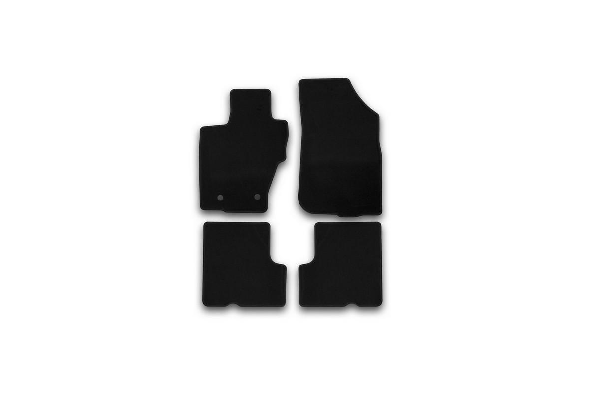 Набор автомобильных ковриков Klever для Renault Duster 2WD/4WD 2015-, кроссовер, в салон, 4 шт54 009312Набор автомобильных ковриков Klever, изготовленный из текстиля, состоит из 4 ковриков, которые учитывают все особенности каждой модели автомобиля и полностью повторяют контуры пола. Текстильные автомобильные коврики для салона произведены из высококачественного материала, который держит форму, прочный и не пачкает обувь. Коврики в салон не только улучшат внешний вид салона вашего автомобиля, но и надежно уберегут его от пыли, грязи и сырости, а значит, защитят кузов от коррозии. Текстильные коврики для автомобиля мягкие и приятные, а их основа из вспененного полиуретана не пропускает влагу. Ковры для автомобилей надежно крепятся на полу и не скользят, что очень важно во время движения. Чистятся коврики очень просто: как при помощи автомобильного пылесоса, так и различными моющими средствами. Набор подходит для Renault Duster 2WD/4WD кроссовер с 2015 года выпуска.