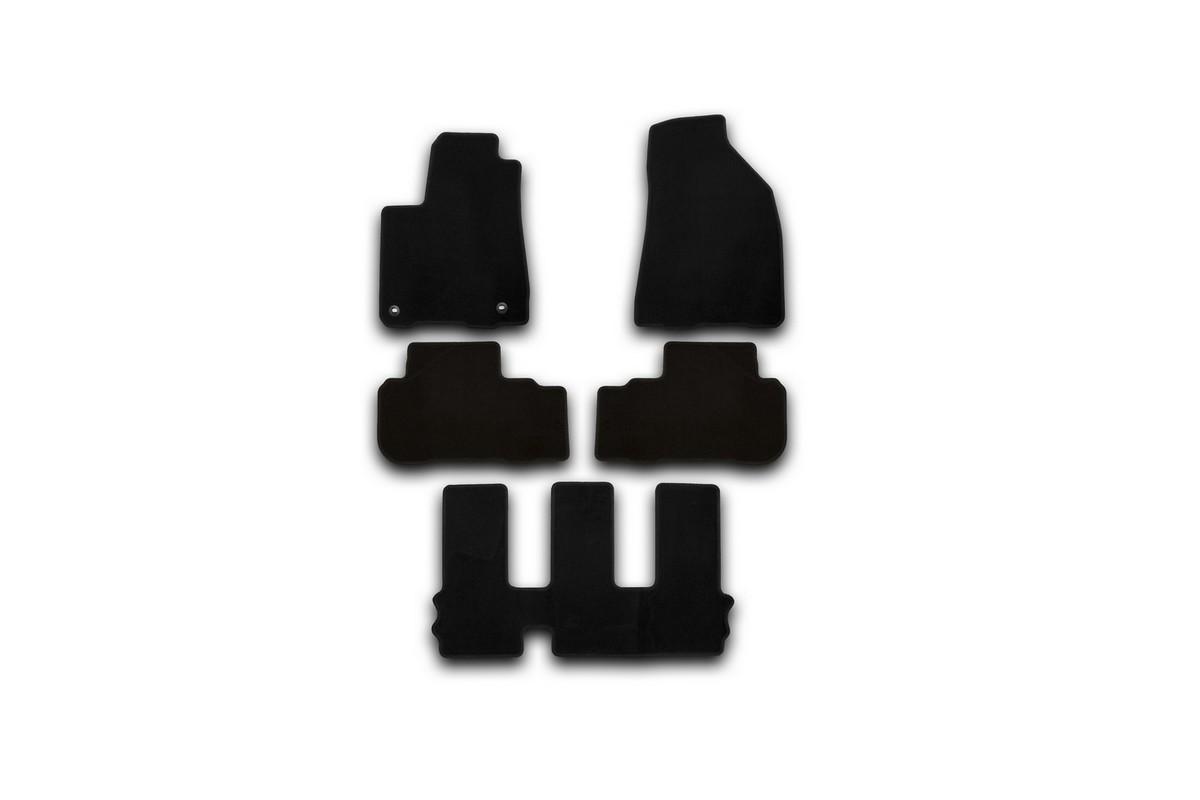 Набор автомобильных ковриков Klever для Toyota Highlander 2014-, внедорожник, в салон, 5 шт. KVR01487501200kCARSZK00009Набор автомобильных ковриков Klever, изготовленный из текстиля, состоит из 5 ковриков, которые учитывают все особенности каждой модели автомобиля и полностью повторяют контуры пола. Текстильные автомобильные коврики для салона произведены из высококачественного материала, который держит форму, прочный и не пачкает обувь. Коврики в салон не только улучшат внешний вид салона вашего автомобиля, но и надежно уберегут его от пыли, грязи и сырости, а значит, защитят кузов от коррозии. Текстильные коврики для автомобиля мягкие и приятные, а их основа из вспененного полиуретана не пропускает влагу. Ковры для автомобилей надежно крепятся на полу и не скользят, что очень важно во время движения. Чистятся коврики очень просто: как при помощи автомобильного пылесоса, так и различными моющими средствами. Набор подходит для Toyota Highlander внедорожник с 2014 года выпуска.