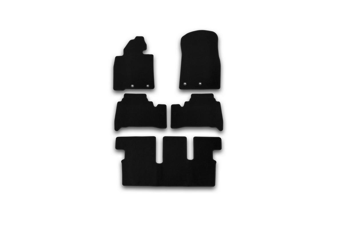 Набор автомобильных ковриков Klever для Toyota Land Cruiser 200 7 мест АКПП 2012-, внедорожник, в салон, 5 штNLC.45.03.210kНабор автомобильных ковриков Klever, изготовленный из текстиля, состоит из 5 ковриков, которые учитывают все особенности каждой модели автомобиля и полностью повторяют контуры пола. Текстильные автомобильные коврики для салона произведены из высококачественного материала, который держит форму, прочный и не пачкает обувь. Коврики в салон не только улучшат внешний вид салона вашего автомобиля, но и надежно уберегут его от пыли, грязи и сырости, а значит, защитят кузов от коррозии. Текстильные коврики для автомобиля мягкие и приятные, а их основа из вспененного полиуретана не пропускает влагу. Ковры для автомобилей надежно крепятся на полу и не скользят, что очень важно во время движения. Чистятся коврики очень просто: как при помощи автомобильного пылесоса, так и различными моющими средствами. Набор подходит для Toyota Land Cruiser 200 7 мест АКПП внедорожник с 2012 года выпуска.