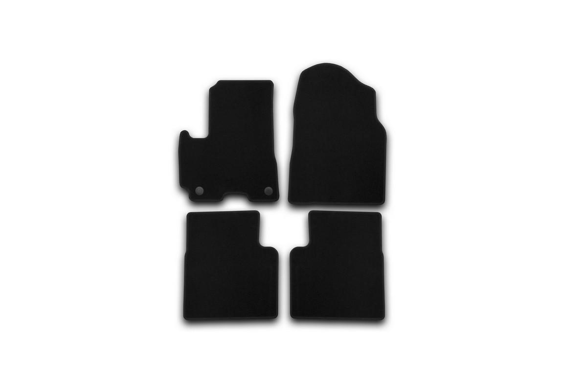 Набор автомобильных ковриков Klever для Lifan X60 2012-, кроссовер, в салон, 4 шт. KVR01730401200kSC-FD421005Набор автомобильных ковриков Klever, изготовленный из текстиля, состоит из 4 ковриков, которые учитывают все особенности каждой модели автомобиля и полностью повторяют контуры пола. Текстильные автомобильные коврики для салона произведены из высококачественного материала, который держит форму, прочный и не пачкает обувь. Коврики в салон не только улучшат внешний вид салона вашего автомобиля, но и надежно уберегут его от пыли, грязи и сырости, а значит, защитят кузов от коррозии. Текстильные коврики для автомобиля мягкие и приятные, а их основа из вспененного полиуретана не пропускает влагу. Ковры для автомобилей надежно крепятся на полу и не скользят, что очень важно во время движения. Чистятся коврики очень просто: как при помощи автомобильного пылесоса, так и различными моющими средствами. Набор подходит для Lifan X60 кроссовер с 2012 года выпуска.
