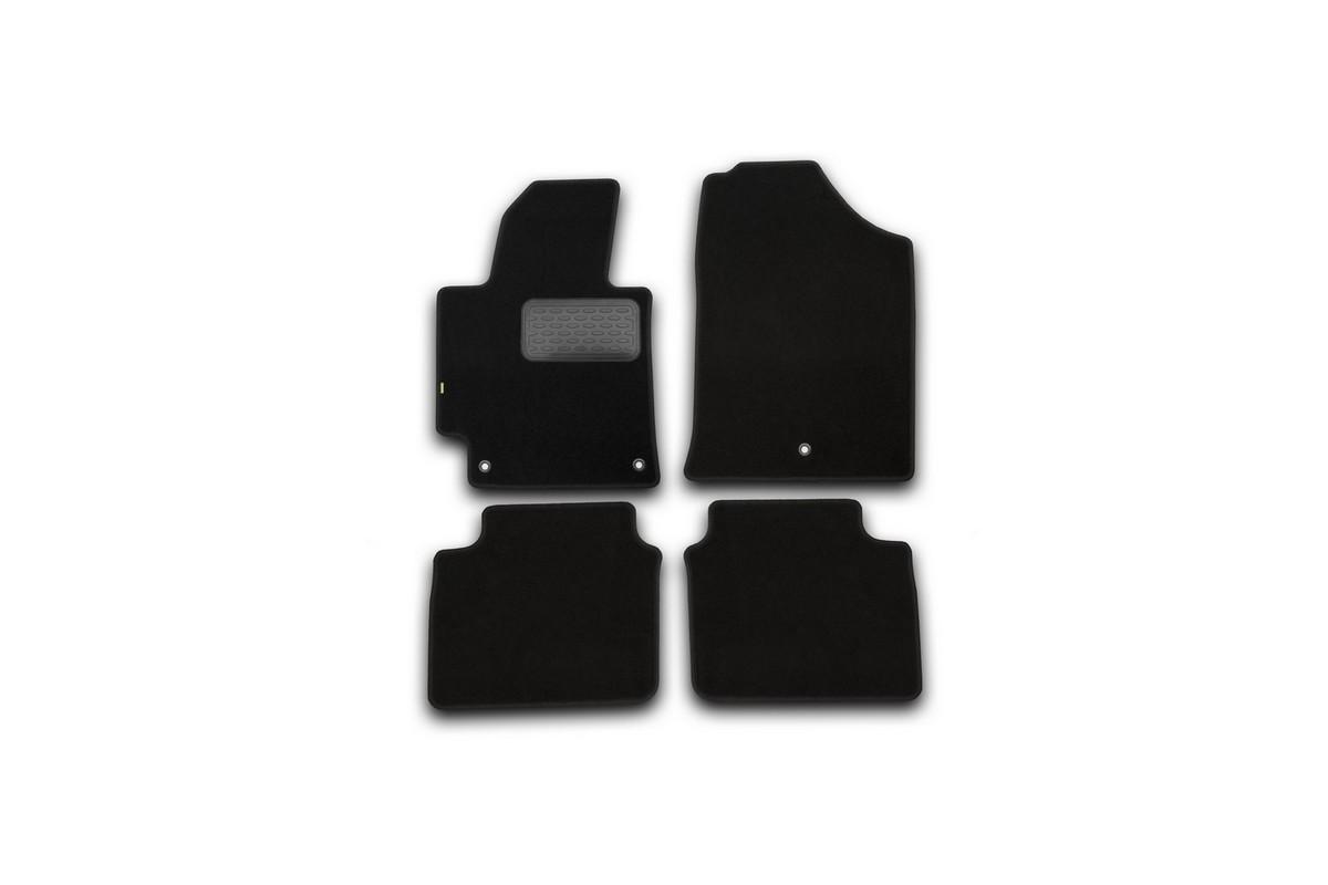 Набор автомобильных ковриков Klever для Hyundai Elantra 2014-, седан, в салон, 4 шт. KVR02205601210khCARLD00001kНабор автомобильных ковриков Klever, изготовленный из текстиля, состоит из 4 ковриков, которые учитывают все особенности каждой модели автомобиля и полностью повторяют контуры пола. Текстильные автомобильные коврики для салона произведены из высококачественного материала, который держит форму, прочный и не пачкает обувь. Коврики в салон не только улучшат внешний вид салона вашего автомобиля, но и надежно уберегут его от пыли, грязи и сырости, а значит, защитят кузов от коррозии. Текстильные коврики для автомобиля мягкие и приятные, а их основа из вспененного полиуретана не пропускает влагу. Ковры для автомобилей надежно крепятся на полу и не скользят, что очень важно во время движения. Чистятся коврики очень просто: как при помощи автомобильного пылесоса, так и различными моющими средствами. Набор подходит для Hyundai Elantra седан с 2014 года выпуска.