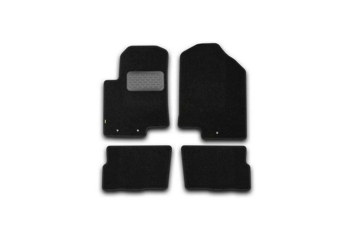 Набор автомобильных ковриков Klever для Kia Soul 2008-, хэтчбек, в салон, 4 шт. KVR02253701210khCA-3505Набор автомобильных ковриков Klever, изготовленный из текстиля, состоит из 4 ковриков, которые учитывают все особенности каждой модели автомобиля и полностью повторяют контуры пола. Текстильные автомобильные коврики для салона произведены из высококачественного материала, который держит форму, прочный и не пачкает обувь. Коврики в салон не только улучшат внешний вид салона вашего автомобиля, но и надежно уберегут его от пыли, грязи и сырости, а значит, защитят кузов от коррозии. Текстильные коврики для автомобиля мягкие и приятные, а их основа из вспененного полиуретана не пропускает влагу. Ковры для автомобилей надежно крепятся на полу и не скользят, что очень важно во время движения. Чистятся коврики очень просто: как при помощи автомобильного пылесоса, так и различными моющими средствами. Набор подходит для Kia Soul хэтчбек с 2008 года выпуска.