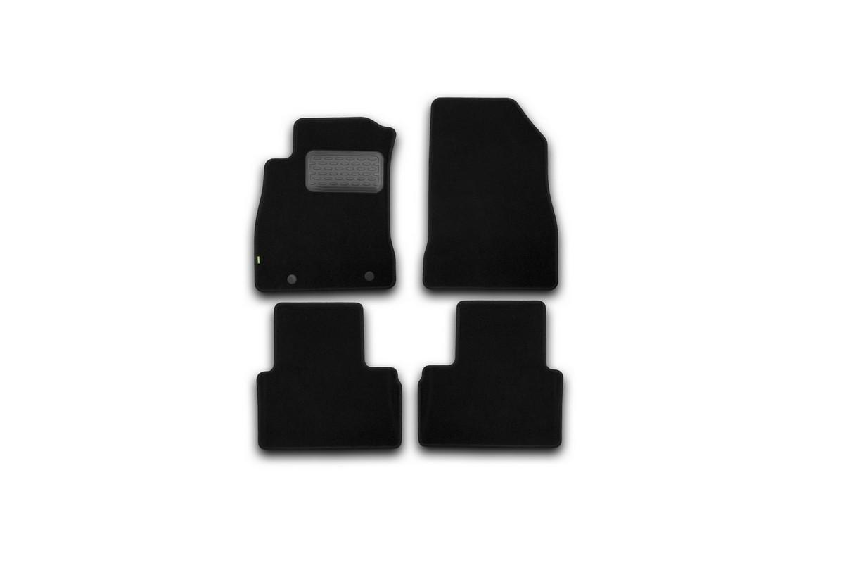 Набор автомобильных ковриков Klever для Nissan Juke 2010-, кроссовер, в салон, 4 шт. KVR02363501210khDW90Набор автомобильных ковриков Klever, изготовленный из текстиля, состоит из 4 ковриков, которые учитывают все особенности каждой модели автомобиля и полностью повторяют контуры пола. Текстильные автомобильные коврики для салона произведены из высококачественного материала, который держит форму, прочный и не пачкает обувь. Коврики в салон не только улучшат внешний вид салона вашего автомобиля, но и надежно уберегут его от пыли, грязи и сырости, а значит, защитят кузов от коррозии. Текстильные коврики для автомобиля мягкие и приятные, а их основа из вспененного полиуретана не пропускает влагу. Ковры для автомобилей надежно крепятся на полу и не скользят, что очень важно во время движения. Чистятся коврики очень просто: как при помощи автомобильного пылесоса, так и различными моющими средствами. Набор подходит для Nissan Juke кроссовер с 2010 года выпуска.