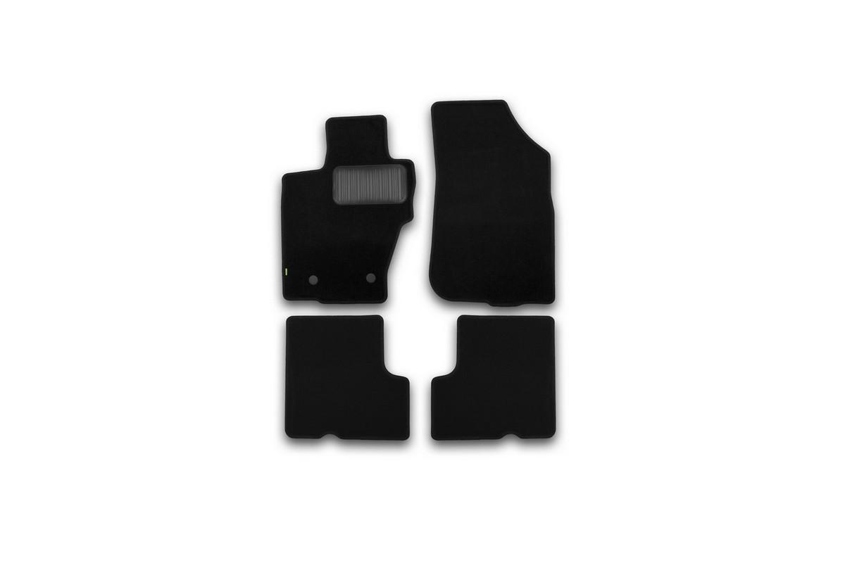 Набор автомобильных ковриков Klever для Nissan Terrano 2014-, кроссовер, в салон, 4 шт. KVR02365501210khUdd500leНабор автомобильных ковриков Klever, изготовленный из текстиля, состоит из 4 ковриков, которые учитывают все особенности каждой модели автомобиля и полностью повторяют контуры пола. Текстильные автомобильные коврики для салона произведены из высококачественного материала, который держит форму, прочный и не пачкает обувь. Коврики в салон не только улучшат внешний вид салона вашего автомобиля, но и надежно уберегут его от пыли, грязи и сырости, а значит, защитят кузов от коррозии. Текстильные коврики для автомобиля мягкие и приятные, а их основа из вспененного полиуретана не пропускает влагу. Ковры для автомобилей надежно крепятся на полу и не скользят, что очень важно во время движения. Чистятся коврики очень просто: как при помощи автомобильного пылесоса, так и различными моющими средствами. Набор подходит для Nissan Terrano кроссовер с 2014 года выпуска.
