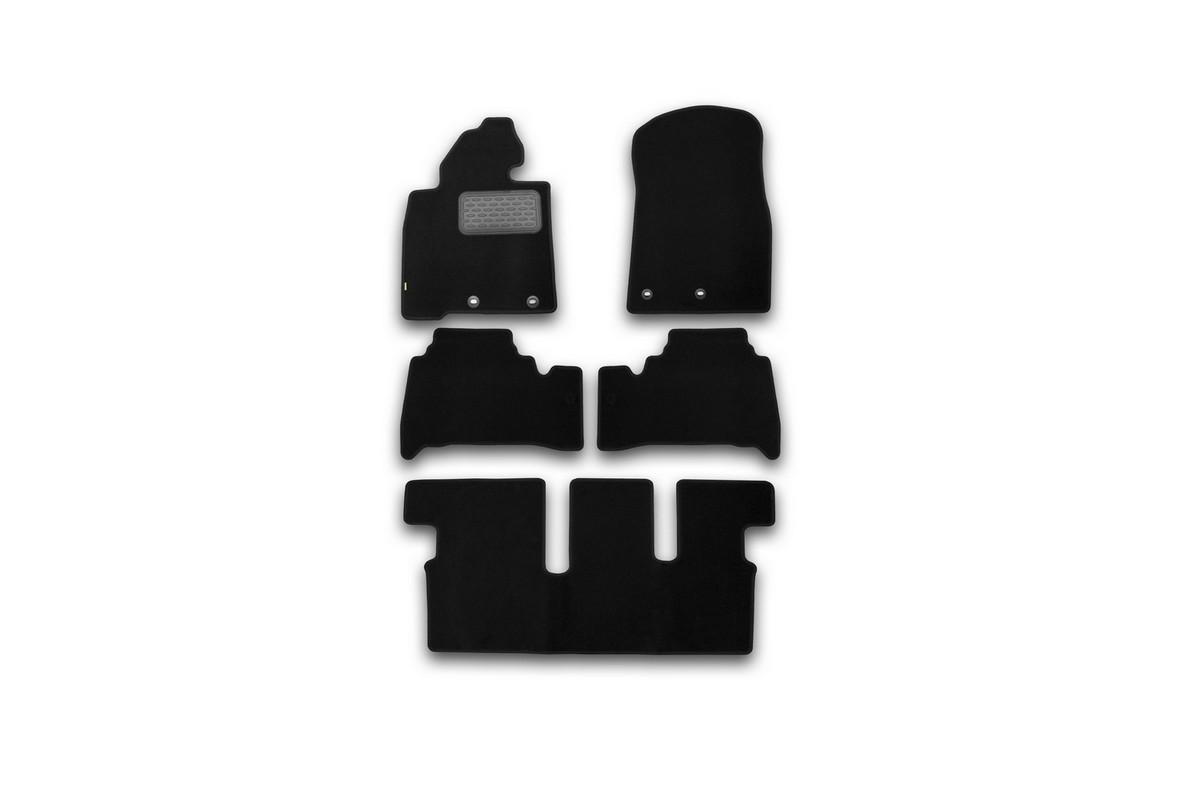Набор автомобильных ковриков Klever для Toyota Land Cruiser 200 7 мест АКПП 2012-, внедорожник, в салон, 5 шт. KVR02489401210kh98293777Набор автомобильных ковриков Klever, изготовленный из текстиля, состоит из 5 ковриков, которые учитывают все особенности каждой модели автомобиля и полностью повторяют контуры пола. Текстильные автомобильные коврики для салона произведены из высококачественного материала, который держит форму, прочный и не пачкает обувь. Коврики в салон не только улучшат внешний вид салона вашего автомобиля, но и надежно уберегут его от пыли, грязи и сырости, а значит, защитят кузов от коррозии. Текстильные коврики для автомобиля мягкие и приятные, а их основа из вспененного полиуретана не пропускает влагу. Ковры для автомобилей надежно крепятся на полу и не скользят, что очень важно во время движения. Чистятся коврики очень просто: как при помощи автомобильного пылесоса, так и различными моющими средствами. Набор подходит для Toyota Land Cruiser 200 7 мест АКПП внедорожник с 2012 года выпуска.