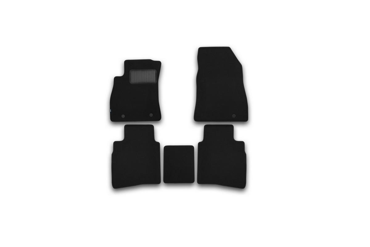 Набор автомобильных ковриков Klever для Nissan Sentra 2014-, седан, в салон, 5 шт. KVR03364122110khВетерок 2ГФНабор автомобильных ковриков Klever, изготовленный из текстиля, состоит из 5 ковриков, которые учитывают все особенности каждой модели автомобиля и полностью повторяют контуры пола. Текстильные автомобильные коврики для салона произведены из высококачественного материала, который держит форму, прочный и не пачкает обувь. Коврики в салон не только улучшат внешний вид салона вашего автомобиля, но и надежно уберегут его от пыли, грязи и сырости, а значит, защитят кузов от коррозии. Текстильные коврики для автомобиля мягкие и приятные, а их основа из вспененного полиуретана не пропускает влагу. Ковры для автомобилей надежно крепятся на полу и не скользят, что очень важно во время движения. Чистятся коврики очень просто: как при помощи автомобильного пылесоса, так и различными моющими средствами. Набор подходит для Nissan Sentra седан с 2014 года выпуска.