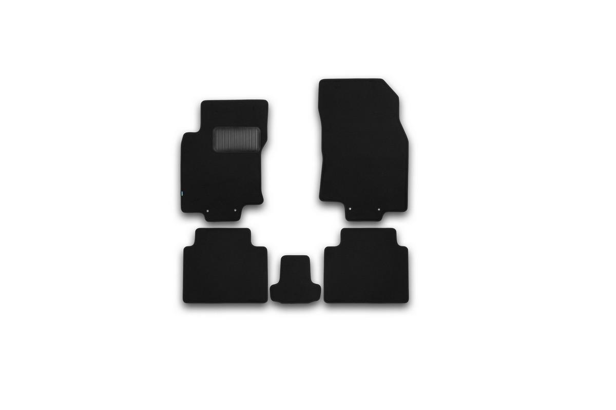 Набор автомобильных ковриков Klever для Nissan X-Trail 2014-, внедорожник, в салон, 5 шт. KVR03365422110kh94672Набор автомобильных ковриков Klever, изготовленный из текстиля, состоит из 5 ковриков, которые учитывают все особенности каждой модели автомобиля и полностью повторяют контуры пола. Текстильные автомобильные коврики для салона произведены из высококачественного материала, который держит форму, прочный и не пачкает обувь. Коврики в салон не только улучшат внешний вид салона вашего автомобиля, но и надежно уберегут его от пыли, грязи и сырости, а значит, защитят кузов от коррозии. Текстильные коврики для автомобиля мягкие и приятные, а их основа из вспененного полиуретана не пропускает влагу. Ковры для автомобилей надежно крепятся на полу и не скользят, что очень важно во время движения. Чистятся коврики очень просто: как при помощи автомобильного пылесоса, так и различными моющими средствами. Набор подходит для Nissan X-Trail внедорожник с 2014 года выпуска.