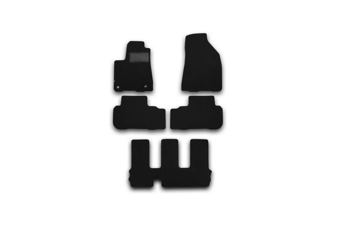 Набор автомобильных ковриков Klever для Toyota Highlander 2014-, внедорожник, в салон, 5 шт. KVR03487522110kh21395599Набор автомобильных ковриков Klever, изготовленный из текстиля, состоит из 5 ковриков, которые учитывают все особенности каждой модели автомобиля и полностью повторяют контуры пола. Текстильные автомобильные коврики для салона произведены из высококачественного материала, который держит форму, прочный и не пачкает обувь. Коврики в салон не только улучшат внешний вид салона вашего автомобиля, но и надежно уберегут его от пыли, грязи и сырости, а значит, защитят кузов от коррозии. Текстильные коврики для автомобиля мягкие и приятные, а их основа из вспененного полиуретана не пропускает влагу. Ковры для автомобилей надежно крепятся на полу и не скользят, что очень важно во время движения. Чистятся коврики очень просто: как при помощи автомобильного пылесоса, так и различными моющими средствами. Набор подходит для Toyota Highlander внедорожник с 2014 года выпуска.