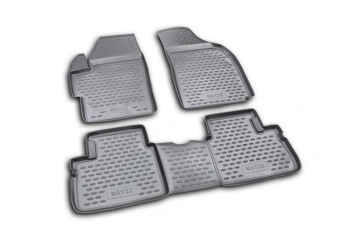 Коврики в салон автомобиля Novline-Autofamily для Daewoo Matiz, 2005 -, 4 штFS-80264Коврики Novline-Autofamily улучшат внешний вид салона автомобиля и надежно уберегут его от пыли, грязи и сырости, а значит, защитят кузов от коррозии. Полиуретановые коврики гладкие, приятные и не пропускает влагу. Полиуретановые автомобильные коврики произведены из высококачественного материала, который держит форму и не пачкает обувь. Коврики надежно крепятся на полу и не скользят, что очень важно во время движения, особенно для водителя. Изделия из полиуретана надежно удерживают грязь и влагу, при этом всегда выглядят довольно опрятно. И чистятся они очень просто: как при помощи автомобильного пылесоса, так и различными моющими средствами.