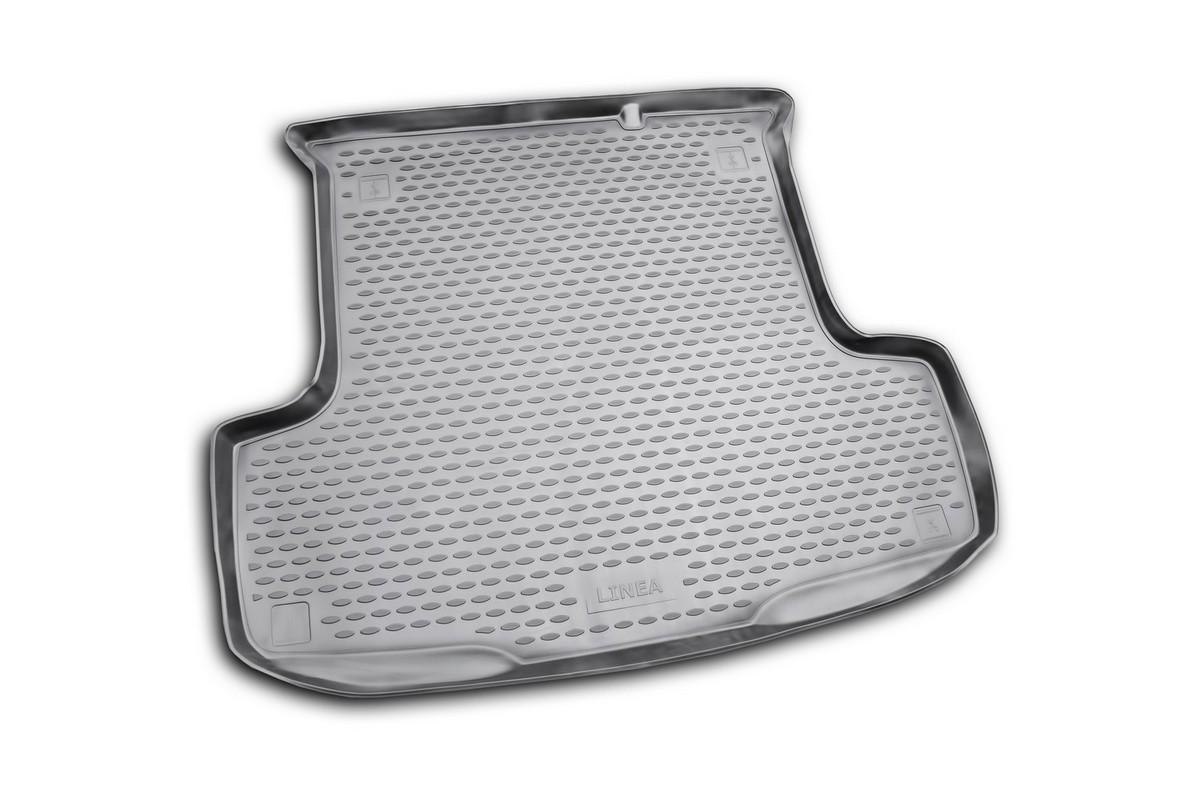 Коврик автомобильный Novline-Autofamily для Fiat Linea седан 2007-, в багажник. NLC.15.19.B100134030101Автомобильный коврик Novline-Autofamily, изготовленный из полиуретана, позволит вам без особых усилий содержать в чистоте багажный отсек вашего авто и при этом перевозить в нем абсолютно любые грузы. Этот модельный коврик идеально подойдет по размерам багажнику вашего автомобиля. Такой автомобильный коврик гарантированно защитит багажник от грязи, мусора и пыли, которые постоянно скапливаются в этом отсеке. А кроме того, поддон не пропускает влагу. Все это надолго убережет важную часть кузова от износа. Коврик в багажнике сильно упростит для вас уборку. Согласитесь, гораздо проще достать и почистить один коврик, нежели весь багажный отсек. Тем более, что поддон достаточно просто вынимается и вставляется обратно. Мыть коврик для багажника из полиуретана можно любыми чистящими средствами или просто водой. При этом много времени у вас уборка не отнимет, ведь полиуретан устойчив к загрязнениям.Если вам приходится перевозить в багажнике тяжелые грузы, за сохранность коврика можете не беспокоиться. Он сделан из прочного материала, который не деформируется при механических нагрузках и устойчив даже к экстремальным температурам. А кроме того, коврик для багажника надежно фиксируется и не сдвигается во время поездки, что является дополнительной гарантией сохранности вашего багажа.Коврик имеет форму и размеры, соответствующие модели данного автомобиля.