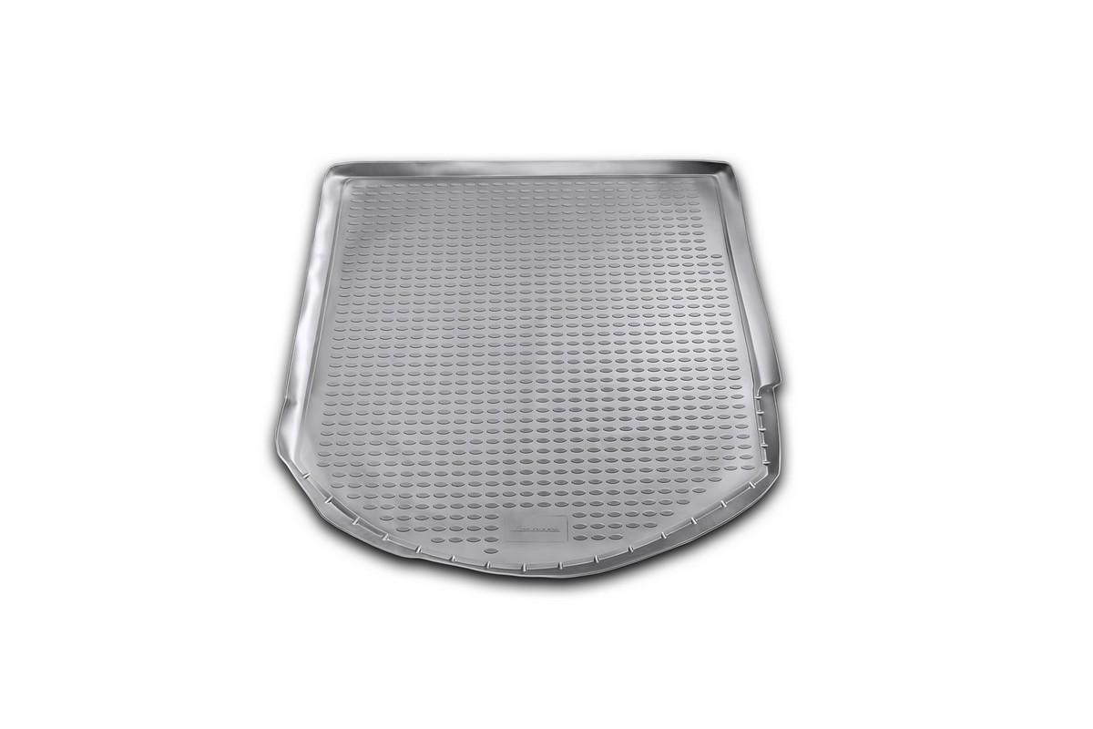 Коврик автомобильный Novline-Autofamily для Ford Mondeo универсал 2007-, в багажникNLC.63.08.B10Автомобильный коврик Novline-Autofamily, изготовленный из полиуретана, позволит вам без особых усилий содержать в чистоте багажный отсек вашего авто и при этом перевозить в нем абсолютно любые грузы. Этот модельный коврик идеально подойдет по размерам багажнику вашего автомобиля. Такой автомобильный коврик гарантированно защитит багажник от грязи, мусора и пыли, которые постоянно скапливаются в этом отсеке. А кроме того, поддон не пропускает влагу. Все это надолго убережет важную часть кузова от износа. Коврик в багажнике сильно упростит для вас уборку. Согласитесь, гораздо проще достать и почистить один коврик, нежели весь багажный отсек. Тем более, что поддон достаточно просто вынимается и вставляется обратно. Мыть коврик для багажника из полиуретана можно любыми чистящими средствами или просто водой. При этом много времени у вас уборка не отнимет, ведь полиуретан устойчив к загрязнениям.Если вам приходится перевозить в багажнике тяжелые грузы, за сохранность коврика можете не беспокоиться. Он сделан из прочного материала, который не деформируется при механических нагрузках и устойчив даже к экстремальным температурам. А кроме того, коврик для багажника надежно фиксируется и не сдвигается во время поездки, что является дополнительной гарантией сохранности вашего багажа.Коврик имеет форму и размеры, соответствующие модели данного автомобиля.