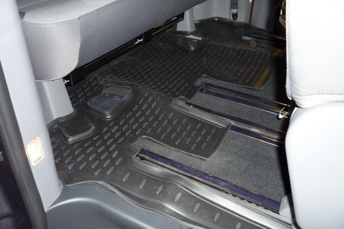 Коврик в салон автомобиля Novline-Autofamily, для Hyundai New H-1 2007-, третий рядFS-80264Коврик в салон Novline-Autofamily не только улучшит внешний вид салона вашего автомобиля, но и надежно убережет его от пыли, грязи и сырости, а значит, защитит кузов от коррозии. Полиуретановый коврик для автомобиля гладкий, приятный и не пропускает влагу. Автомобильный коврик в салон учитывает все особенности каждой модели и полностью повторяет контуры пола. Благодаря этому его не нужно будет подгибать или обрезать. И самое главное - он не будет мешать педалям.Полиуретановый автомобильный коврик для салона произведен из высококачественного материала, который держит форму и не пачкает обувь. К тому же, этот материал очень прочный (его, к примеру, не получится проткнуть каблуком).Некоторые автоковрики становятся источником неприятного запаха в автомобиле. С полиуретановым ковриком Novline-Autofamily вы можете этого не бояться.Коврик для автомобилей надежно крепится на полу и не скользит, что очень важно во время движения, особенно для водителя.Коврик из полиуретана надежно удерживает грязь и влагу, при этом всегда выглядит довольно опрятно. И чистится он очень просто: как при помощи автомобильного пылесоса, так и различными моющими средствами.