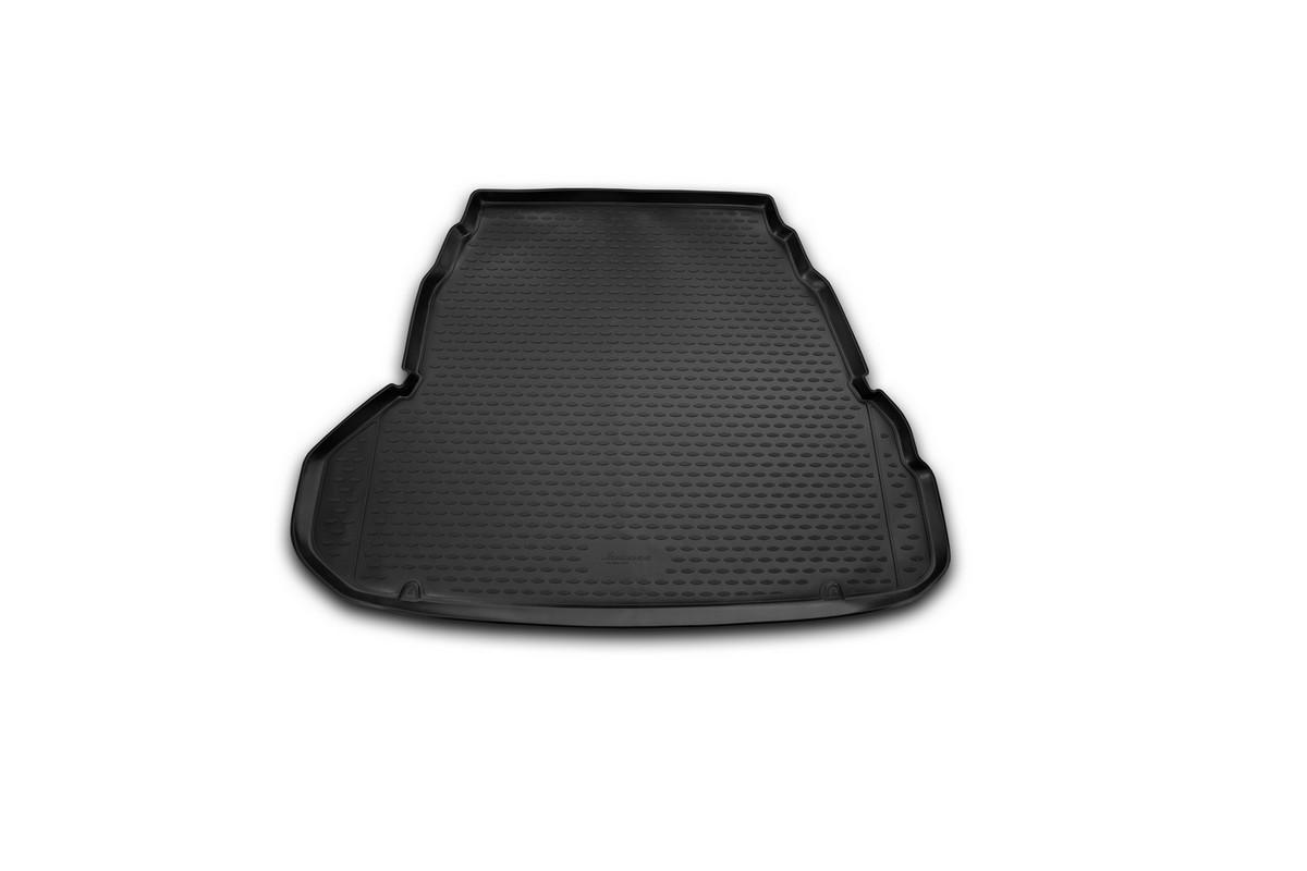 Коврик автомобильный Novline-Autofamily для Hyundai Grandeur седан 2012-, в багажникNLC.20.54.B10Автомобильный коврик Novline-Autofamily, изготовленный из полиуретана, позволит вам без особых усилий содержать в чистоте багажный отсек вашего авто и при этом перевозить в нем абсолютно любые грузы. Этот модельный коврик идеально подойдет по размерам багажнику вашего автомобиля. Такой автомобильный коврик гарантированно защитит багажник от грязи, мусора и пыли, которые постоянно скапливаются в этом отсеке. А кроме того, поддон не пропускает влагу. Все это надолго убережет важную часть кузова от износа. Коврик в багажнике сильно упростит для вас уборку. Согласитесь, гораздо проще достать и почистить один коврик, нежели весь багажный отсек. Тем более, что поддон достаточно просто вынимается и вставляется обратно. Мыть коврик для багажника из полиуретана можно любыми чистящими средствами или просто водой. При этом много времени у вас уборка не отнимет, ведь полиуретан устойчив к загрязнениям.Если вам приходится перевозить в багажнике тяжелые грузы, за сохранность коврика можете не беспокоиться. Он сделан из прочного материала, который не деформируется при механических нагрузках и устойчив даже к экстремальным температурам. А кроме того, коврик для багажника надежно фиксируется и не сдвигается во время поездки, что является дополнительной гарантией сохранности вашего багажа.Коврик имеет форму и размеры, соответствующие модели данного автомобиля.