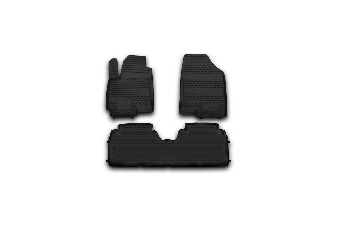 Набор автомобильных ковриков Novline-Autofamily для Kia Venga 2010-, в салон, 3 штFS-80264Набор автомобильных ковриков Novline-Autofamily, изготовленный из полиуретана, состоит из 3 ковриков, которые учитывают все особенности каждой модели автомобиля и полностью повторяют контуры пола. Полиуретановые автомобильные коврики для салона произведены из высококачественного материала, который держит форму, прочный и не пачкает обувь. Коврики в салон не только улучшат внешний вид салона вашего автомобиля, но и надежно уберегут его от пыли, грязи и сырости, а значит, защитят кузов от коррозии. Полиуретановые коврики для автомобиля гладкие, приятные и не пропускают влагу. Ковры для автомобилей надежно крепятся на полу и не скользят, что очень важно во время движения. Чистятся коврики очень просто: как при помощи автомобильного пылесоса, так и различными моющими средствами. Набор подходит для Kia Venga с 2010 года выпуска.