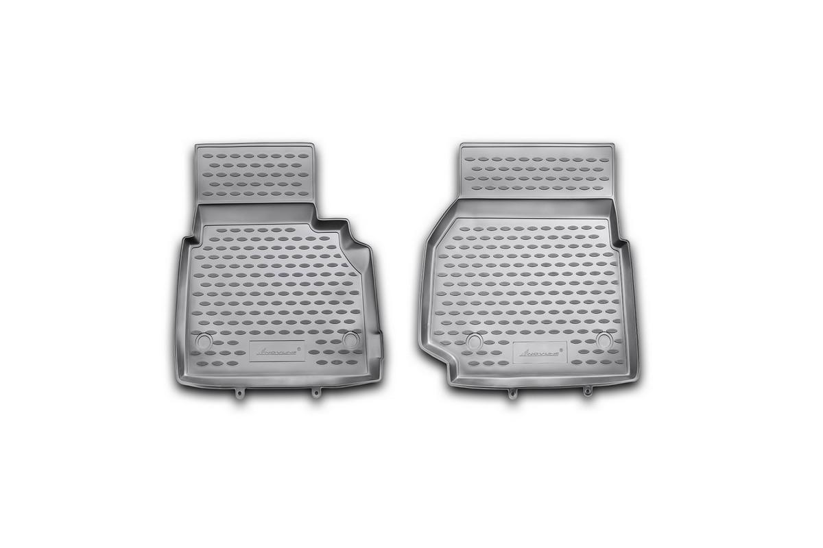 Набор автомобильных ковриков Novline-Autofamily для Land Rover Defender 90 3D 2007-, в салон, 2 штВетерок 2ГФНабор автомобильных ковриков Novline-Autofamily, изготовленный из полиуретана, состоит из 2 ковриков, которые учитывают все особенности каждой модели автомобиля и полностью повторяют контуры пола. Полиуретановые автомобильные коврики для салона произведены из высококачественного материала, который держит форму, прочный и не пачкает обувь. Коврики в салон не только улучшат внешний вид салона вашего автомобиля, но и надежно уберегут его от пыли, грязи и сырости, а значит, защитят кузов от коррозии. Полиуретановые коврики для автомобиля гладкие, приятные и не пропускают влагу. Ковры для автомобилей надежно крепятся на полу и не скользят, что очень важно во время движения. Чистятся коврики очень просто: как при помощи автомобильного пылесоса, так и различными моющими средствами. Набор подходит для Land Rover Defender 90 3D с 2007 года выпуска.